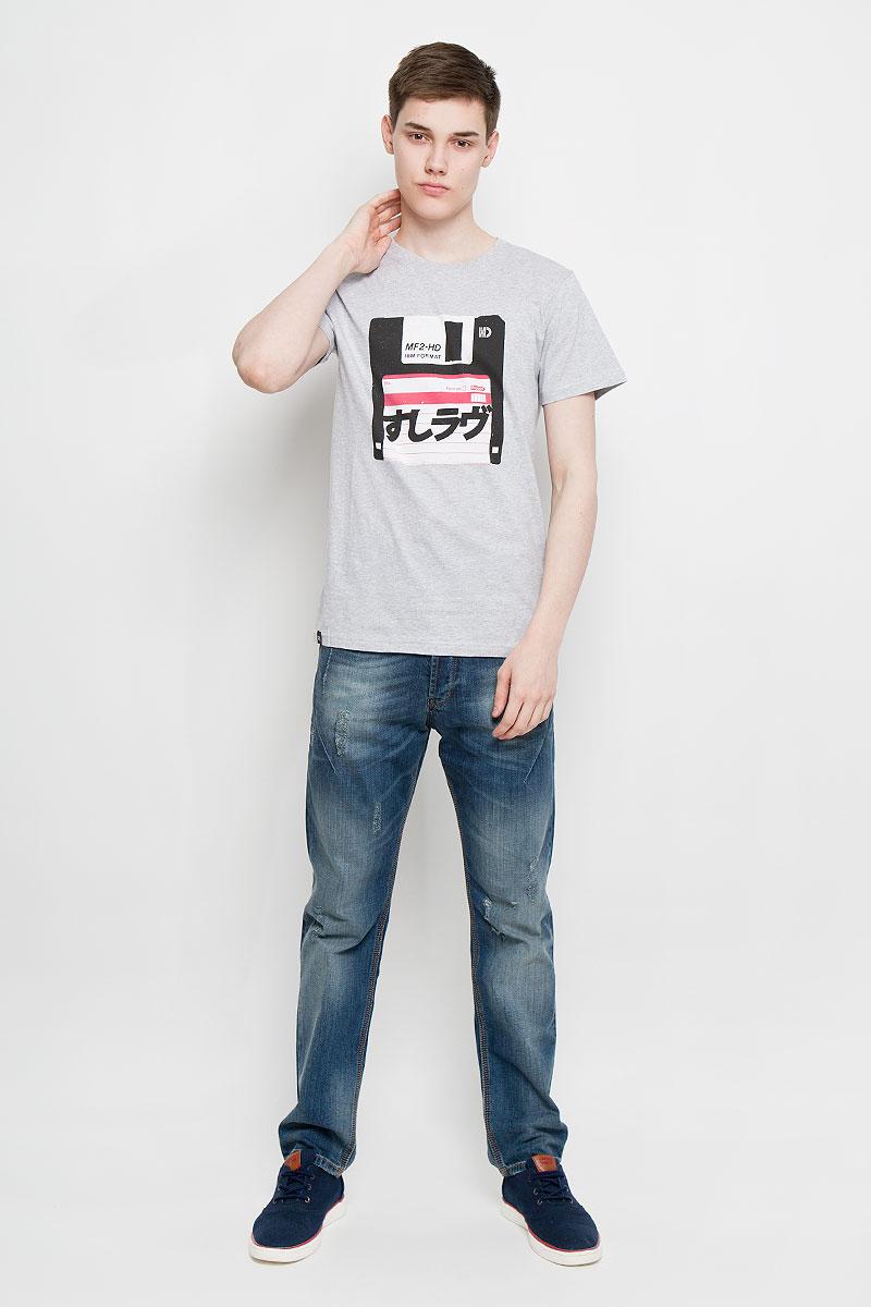 Футболка мужская Dedicated, цвет: серый меланж. 14552. Размер M (46)14552Отличная мужская футболка Dedicated выполненная из натурального хлопка, обладает высокой теплопроводностью, воздухопроницаемостью и гигроскопичностью, позволяет коже дышать. Модель прямого покроя с круглым вырезом горловины и короткими рукавами. Горловина обработана трикотажной резинкой, которая предотвращает деформацию после стирки и во время носки. Спереди футболка дополнена оригинальным рисунком в виде дискеты.Такая футболка подарит вам комфорт в течение всего дня.