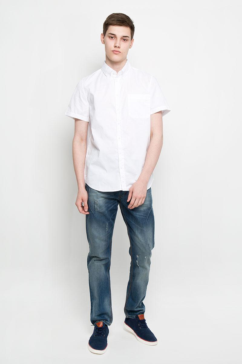 Рубашка мужская Sela, цвет: белый. Hs-212/678-6217. Размер 42 (50)Hs-212/678-6217Мужская рубашка Sela, выполненная из натурального хлопка, идеально дополнит ваш образ. Материал мягкий и приятный на ощупь, не сковывает движения и позволяет коже дышать.Рубашка классического кроя с короткими рукавами и отложным воротником застегивается на пуговицы по всей длине. На груди модель дополнена накладным карманом.Такая модель будет дарить вам комфорт в течение всего дня и станет стильным дополнением к вашему гардеробу.