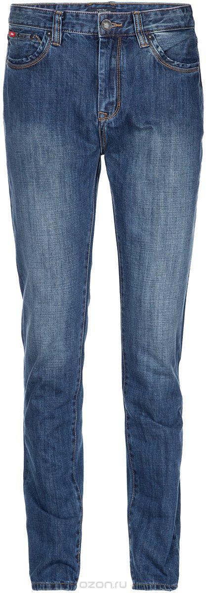 Джинсы мужские Lee Cooper, цвет: синий. M10076-1301/WN14. Размер 32-34 (48-34)M10076-1301/WN14Стильные мужские джинсы Lee Cooper - джинсы высочайшего качества, которые прекрасно сидят. Модель слегка зауженного к низу кроя и средней посадки изготовлена натурального хлопка, не сковывает движения и дарит комфорт. Джинсы на талии застегиваются на металлическую пуговицу, а также имеют ширинку на металлической застежке-молнии и шлевки для ремня. Спереди модель дополнена двумя втачными карманами и двумя накладными небольшими кармашками, а сзади - двумя большими накладными карманами. Изделие оформлено небольшим эффектом потертости. Эти модные и в тоже время удобные джинсы помогут вам создать оригинальный современный образ. В них вы всегда будете чувствовать себя уверенно и комфортно.