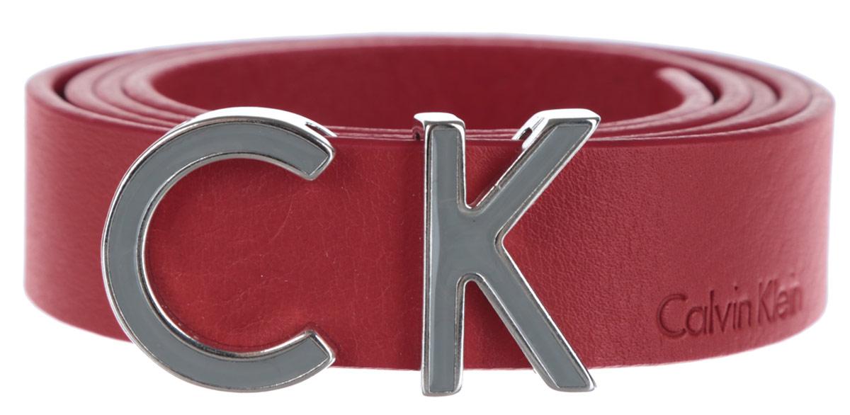 Ремень женский Calvin Klein, цвет: красный. K60K601090_6050. Размер 85K60K601090Стильный женский ремень Calvin Klein Jeans станет великолепным дополнением к любому образу.Ремень изготовлен из натуральной кожи и оформлен декоративной пряжкой в виде букв CK и тиснением в виде названия бренда. Ширина изделия дает возможность эффективно применять его с джинсами, брюками или верхней одеждой. Длина ремня регулируется. В комплект входит фирменный чехол.Такой ремень шикарно дополнит образ и не перегрузит его лишними деталями, а также позволит вам подчеркнуть свой вкус и индивидуальность.
