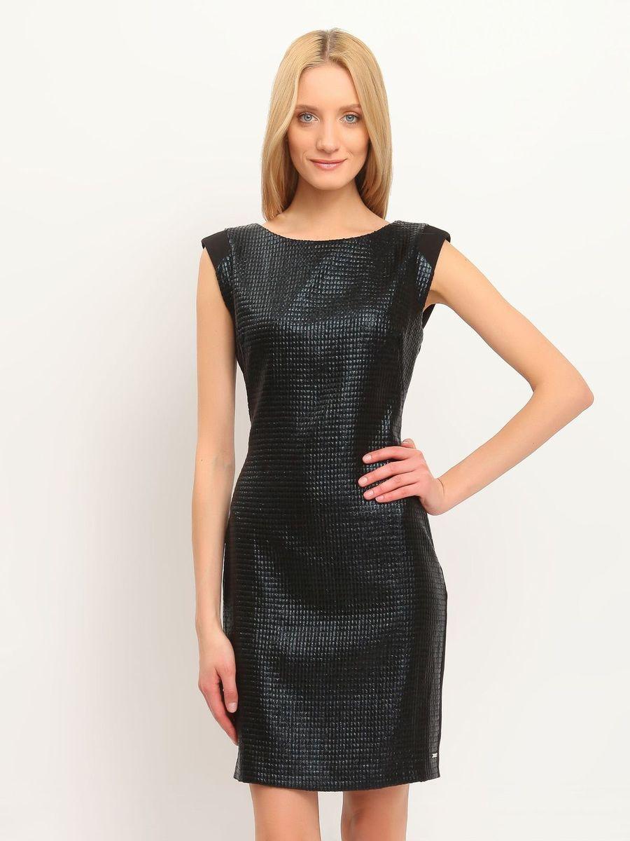 Платье Top Secret, цвет: черный. SSU1489CA. Размер 42 (48)SSU1489CAПлатье Top Secret станет эффектным дополнением к вашему гардеробу. Оно изготовлено из мягкой, приятной на ощупь ткани, не сковывает движения, хорошо вентилируется.Модель с круглым вырезом горловины застегивается по спинке на скрытую молнию. Передняя часть платья выполнена из материала с оригинальным глянцевым покрытием. Сзади имеется небольшой разрез. Изделие украшено металлической пластиной с названием бренда.Лаконичный дизайн и совершенство стиля подчеркнут вашу индивидуальность!