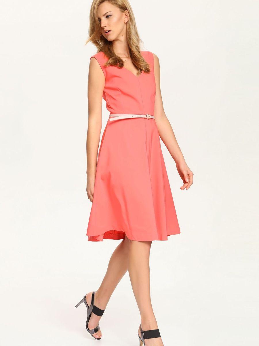 Платье Top Secret, цвет: коралловый. SSU1549RO. Размер 42 (48)SSU1549ROОчаровательное платье Top Secret, выполненное из хлопка с добавлением полиэстера и эластана, идеально впишется в ваш гардероб. Подкладка изделия изготовлена из полиэстера. Модель на бретелях с V-образным вырезом горловины застегивается на спинке на застежку-молнию. Платье-миди с вытачками на груди и спине прекрасно подчеркивает фигуру. Юбка изделия расширяется книзу. Это модное и удобное платье станет превосходным дополнением к вашему гардеробу. Модель поможет вам подчеркнуть вкус и неповторимый стиль.Уважаемые клиенты!Обращаем ваше внимание, что ремень в комплект не входит.