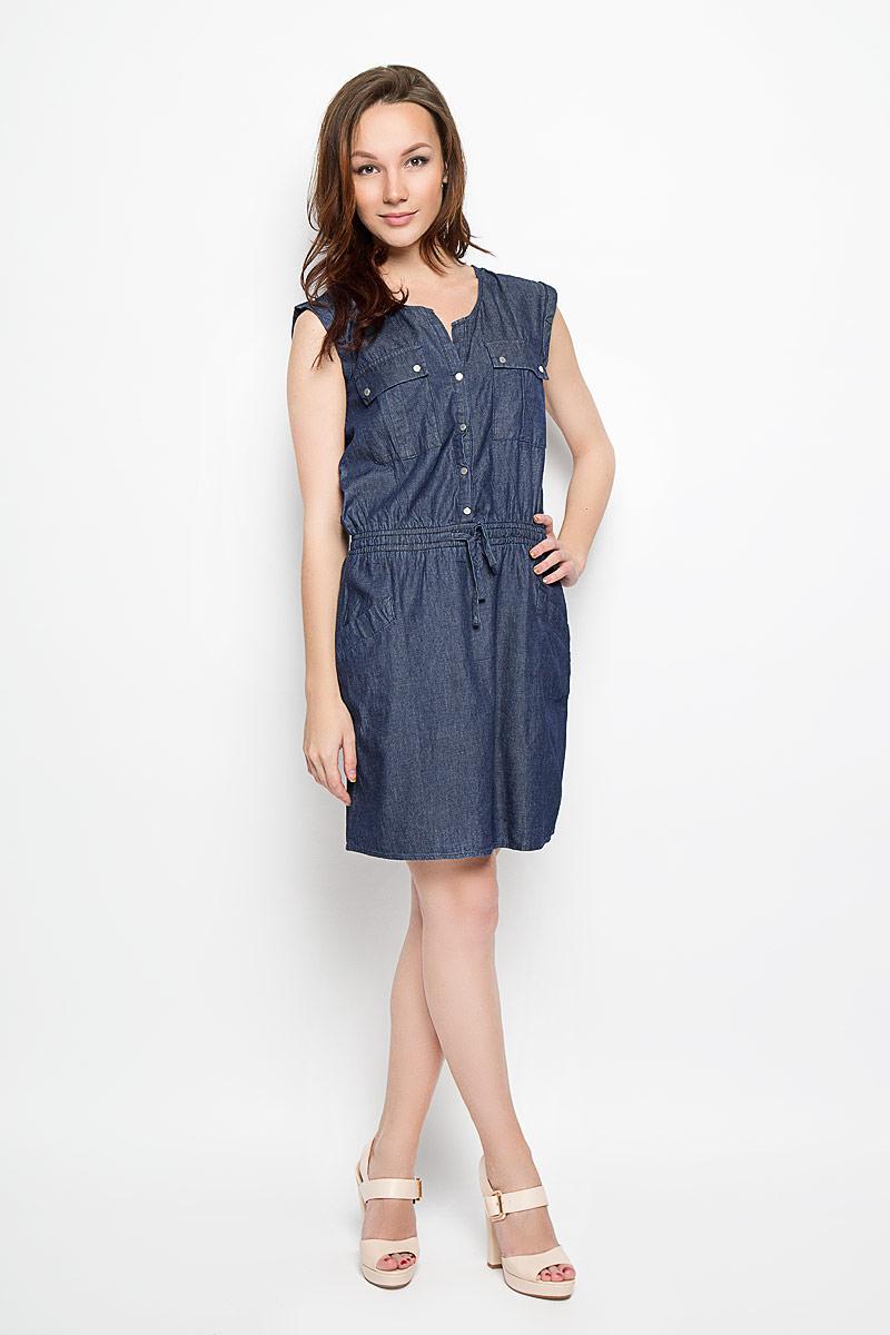 Платье Moodo, цвет: темно-синий джинс. L-SU-2015. Размер L (48)L-SU-2015_NavyДжинсовое платье Moodo поможет создать яркий и стильный образ. Изготовленное из натурального хлопка, оно легкое, мягкое и приятное на ощупь, позволяет коже дышать.Модель с V-образным вырезом горловины застегивается спереди на кнопки. Пояс дополнен вшитой эластичной резинкой и затягивающимся шнурком. Спереди расположены два накладных кармана с клапанами на кнопках и два втачных кармана. Такое платье займет достойное место в вашем гардеробе, а также подарит вам комфорт в течение всего дня.