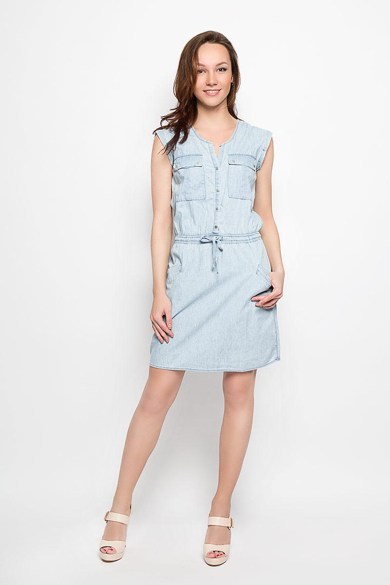 Платье Moodo, цвет: голубой. L-SU-2015. Размер S (44)L-SU-2015_BlueДжинсовое платье Moodo поможет создать яркий и стильный образ. Изготовленное из натурального хлопка, оно легкое, мягкое и приятное на ощупь, позволяет коже дышать.Модель с V-образным вырезом горловины застегивается спереди на кнопки. Пояс дополнен вшитой эластичной резинкой и затягивающимся шнурком. Спереди расположены два накладных кармана с клапанами на кнопках и два втачных кармана. Такое платье займет достойное место в вашем гардеробе, а также подарит вам комфорт в течение всего дня.