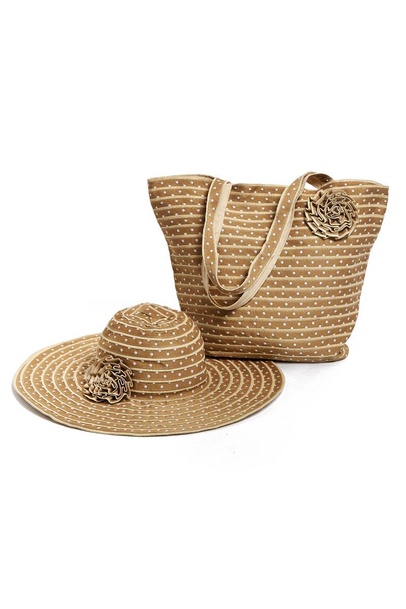 Комплект женский Moltini: сумка, шляпа, цвет: бежевый. 15T004. Размер 57/5815T004Оригинальный пляжный комплект Moltini, состоящий из сумки и шляпы, выполнен из хлопка. Комплект выполнен в едином стиле, оформлен декоративными элементами в виде цветков.Сумка состоит из одного вместительного отделения и закрывается на магнитную кнопку. Внутри размещены два накладных кармана для телефона и мелочей, а также врезной карман на застежке-молнии. Практичные ручки и натуральный материал делают эту сумку особенно удобной для ношения на плече.Шляпа надежно защитит волосы и лицо от ярких солнечных лучей. Она выполнена в едином стиле с сумкой и достойно завершит комплект.Комплект Moltini идеально подойдет для похода на пляж или для загородной поездки.Уважаемые клиенты! Обращаем ваше внимание на тот факт, что размер изделия, доступный для заказа, соответствует обхвату головы.