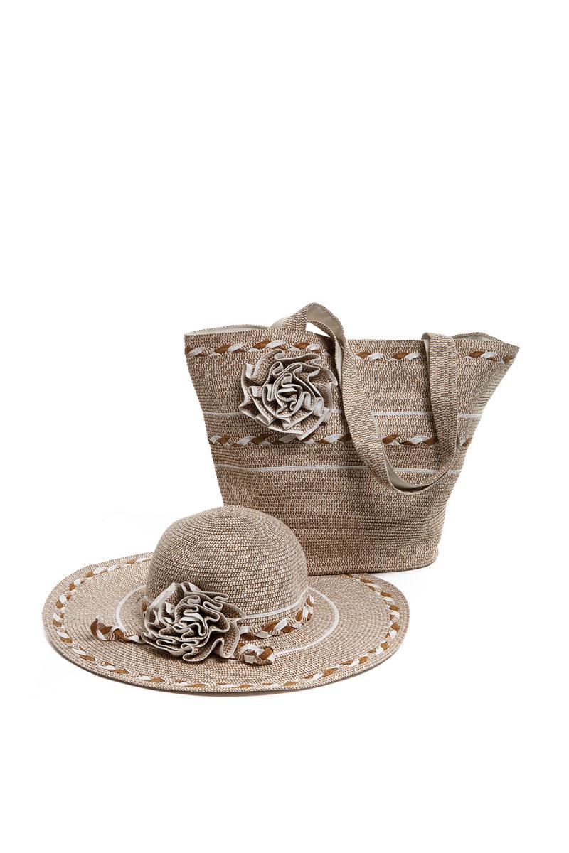 Комплект женский Moltini: сумка, шляпа, цвет: бежевый. 15T010. Размер 57/5815T010Оригинальный пляжный комплект Moltini, состоящий из сумки и шляпы, выполнен из плотного текстиля бумаги. Комплект выполнен в едином стиле, оформлен декоративными элементами в виде цветков.Сумка состоит из одного вместительного отделения и закрывается на магнитную кнопку. Внутри размещены два накладных кармана для телефона и мелочей, а также врезной карман на застежке-молнии. Практичные ручки и натуральные материалы делают эту сумку особенно удобной для ношения на плече.Шляпа надежно защитит волосы и лицо от ярких солнечных лучей. Она выполнена в едином стиле с сумкой и достойно завершит комплект.Комплект Moltini идеально подойдет для похода на пляж или для загородной поездки.Уважаемые клиенты! Обращаем ваше внимание на тот факт, что размер изделия, доступный для заказа, соответствует обхвату головы.