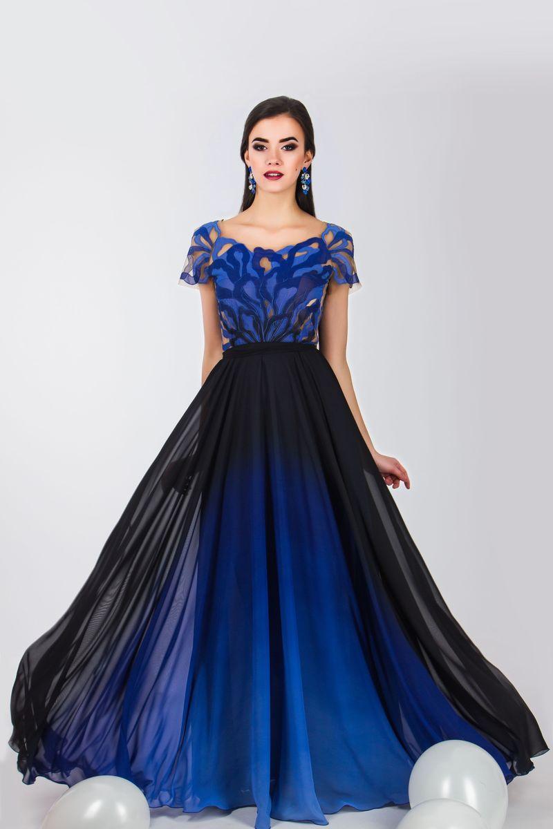 Платье Seam, цвет: черный, синий. 4690_707. Размер M (46)4690_707Стильное платье Seam выполнено из полиэстера и дополнено тонкой подкладкой. Платье-макси с круглым вырезом горловины и короткими рукавами-реглан застегивается на потайную застежку-молнию расположенную в среднем шве юбки. Изделие по лифу оформлено оригинальным нашивным узором. Платье дополнено текстильным поясом.