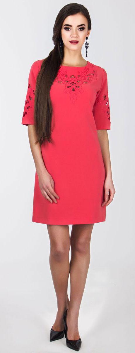 Платье Seam, цвет: коралловый. 5010_303. Размер L (48)5010_303Очаровательное вечернее платье Seam, выполненное из высококачественного полиэстера с добавлением спандекса, оно отлично сидит по фигуре и подчеркнет ваши достоинства.Платье-миди срукавом 1/2 и круглым воротником выполнено в лаконичном однотонном стиле. Верх и рукава модели оформлены элегантной узорчатой вышивкой с небольшими прорезями.