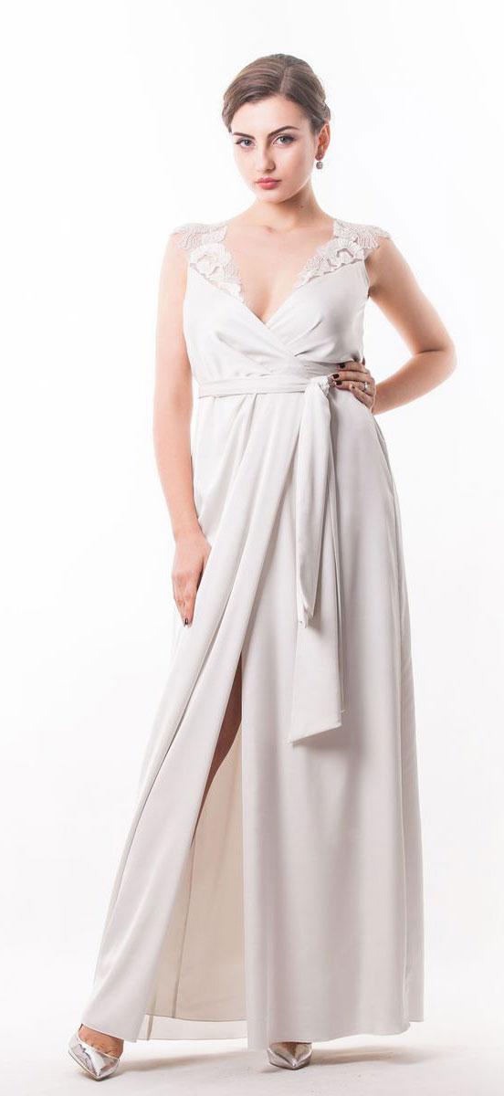 Платье Seam, цвет: молочный. 4440_102. Размер M (46)4440_102Стильное платье Seam выполнено из полиэстера с добавлением спандекса. Двойное платье-макси с запахом по талии дополнено поясом которым можно завязать оригинальным бантом спереди или сзади. Лиф модели дополнен вставками из сетчатого материала и оформлен вышитыми цветами расшитыми бисером.