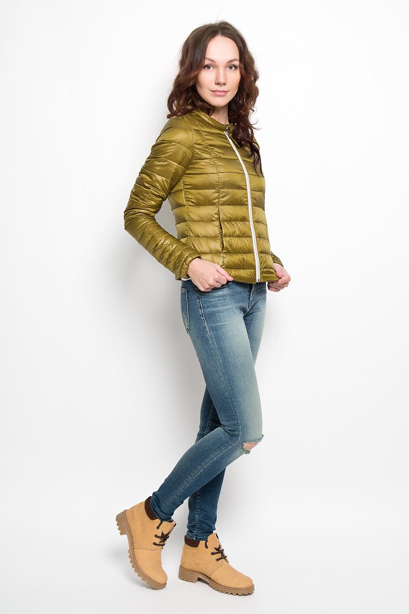 Куртка женская Tom Tailor Denim, цвет: зеленый. 3532566.01.71. Размер S (44)3532566.01.71Удобная женская куртка Tom Tailor согреет вас в прохладную погоду и позволит выделиться из толпы. Модель с длинными рукавами и круглым вырезом горловины выполнена из прочного полиэстера, застегивается на застежку-молнию и кнопку. Низ рукава изделия дополнен эластичной резинкой. Спереди куртка дополнена двумя втачными карманами. Сзади, в нижнем правом углу, расположена вышивка в виде логотипа бренда.Эта модная и в то же время комфортная куртка - отличный вариант для прогулок, она подчеркнет ваш изысканный вкус и поможет создать неповторимый образ.