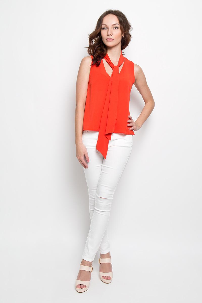 Блузка женская Glamorous, цвет: оранжевый. AC0356. Размер S (44)AC0356Стильная женская блуза Glamorous, выполненная из высококачественного материала, подчеркнет ваш уникальный стиль и поможет создать оригинальный женственный образ. Легкая блузка трапециевидного кроя, без рукавов и с V-образным вырезом горловины. Спереди модель дополнена нагрудными вытачками. Изюминкой модели является пришивная лента в основании горловины, с помощью которой можно менять образ под настроение.Модель идеально подойдет для жарких летних дней. Такая блузка будет дарить вам комфорт в течение всего дня и послужит замечательным дополнением к вашему гардеробу.