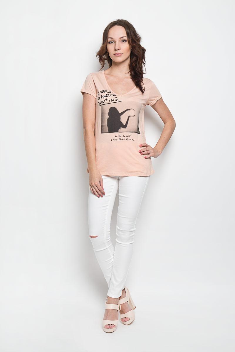 Футболка женская Broadway Elynor, цвет: бежево-розовый, черный. 10156384 37B. Размер XS (42)10156384 37BЖенская футболка Broadway Elynor, выполненная из хлопка и вискозы, поможет создать отличный современный образ в стиле Casual. Футболка с V-образным вырезом горловины и короткими рукавами. Модель оформлена оригинальным рисунком и надписями на английском языке.Такая футболка станет стильным дополнением к вашему гардеробу, она подарит вам комфорт в течение всего дня!