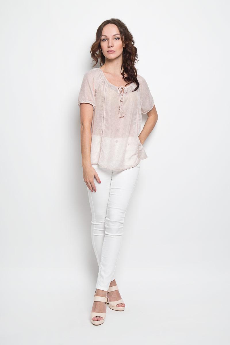 Блузка женская Broadway Estera, цвет: бежевый. 10156253 046. Размер XS (42)10156253 046Стильная женская блуза Broadway Estera, выполненная из 100% полиэстера, подчеркнет ваш уникальный стиль и поможет создать оригинальный женственный образ. Легкая блузка с круглым вырезом горловины, который дополнен завязками с кисточками, и короткими рукавами оформлена оригинальным принтом. Спинка блузки слегка удлинена.Модель идеально подойдет для жарких летних дней. Такая блузка будет дарить вам комфорт в течение всего дня и послужит замечательным дополнением к вашему гардеробу.