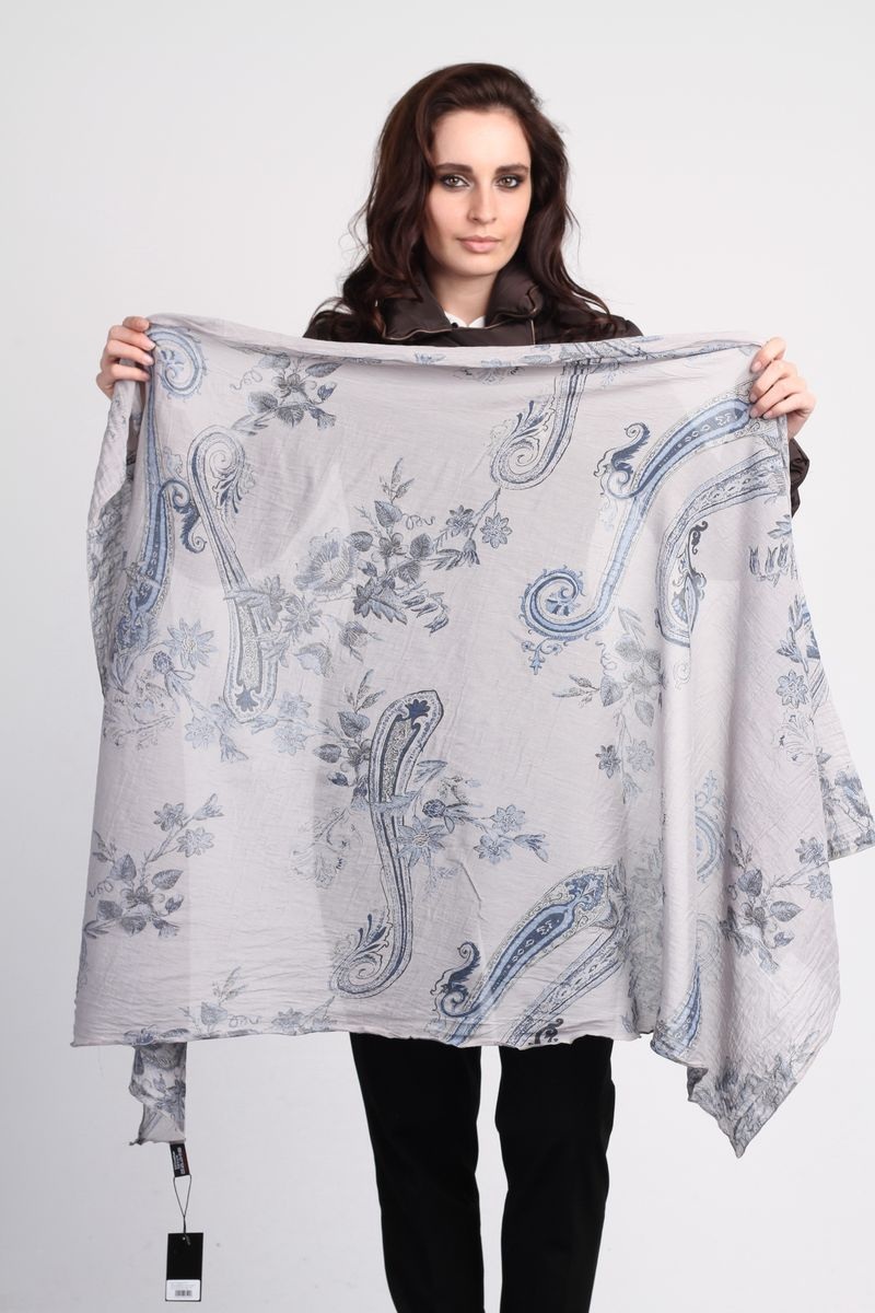 Палантин Fiona Fantozzi, цвет: серый. CS-SC14-1. Размер 85 см х 160 смCS-SC14-1Стильный женский палантин Fiona Fantozzi станет великолепным завершением любого наряда.Палантин изготовлен из шелка и хлопка, и оформлен оригинальными узорами.Изящный палантин поможет вам создать изысканный женственный образ, а также согреет в непогоду.