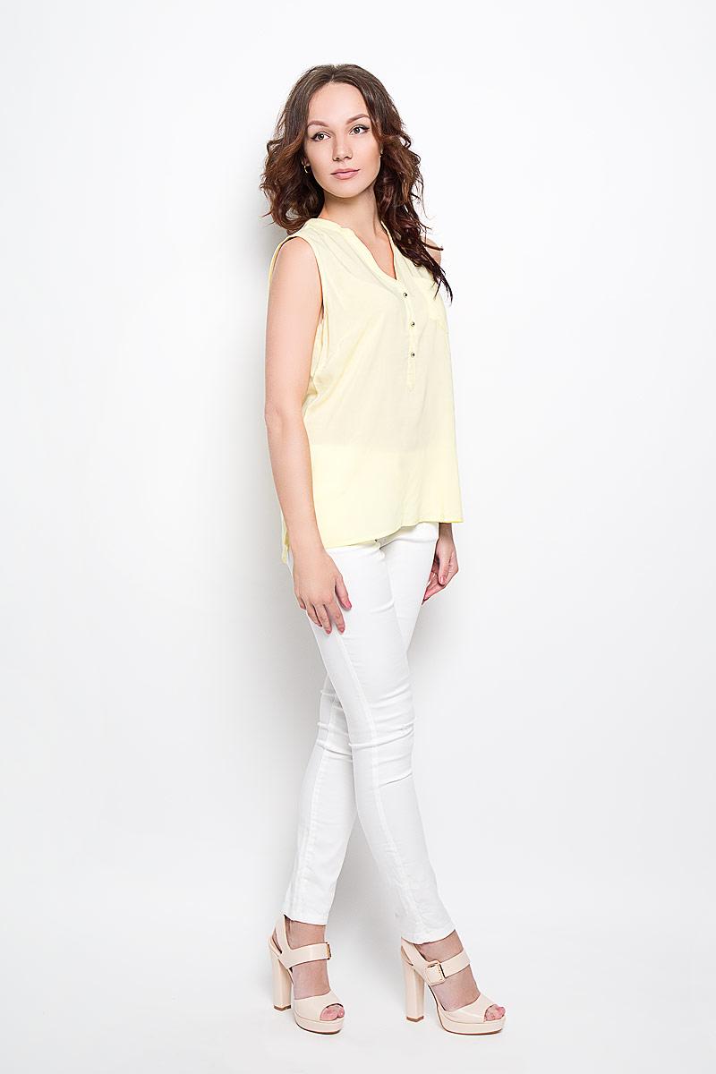 Блузка женская Broadway Grecia, цвет: желтый. 10156379 110. Размер L (48)10156379 110Стильная женская блузка Broadway, выполненная из 100% вискозы, подчеркнет ваш уникальный стиль и поможет создать женственный образ. Модель c круглым вырезом горловины и без рукавов. Спереди блуза дополнена небольшим накладным карманом и застегивается на три пуговицы. Спинка модели немного удлинена. В боковых швах обработаны небольшие разрезы. Такая блузка будет дарить вам комфорт в течение всего дня и послужит замечательным дополнением к вашему гардеробу.