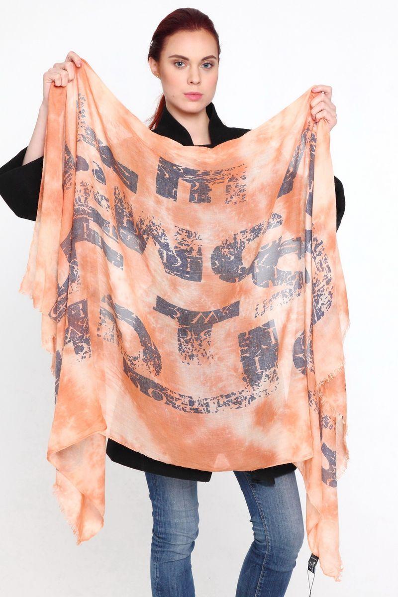 Палантин женский Sophie Ramage, цвет: оранжевый. YY-21593-15. Размер 95 см х 180 смYY-21593-15Стильный женский палантин Sophie Ramage изготовлен из модала с добавлением шерсти, позволит вам создать неповторимый и запоминающийся образ. Палантин имеет отличное качество и приятную текстуру материала, он подарит настоящий комфорт при носке, а большие размеры позволят завязать изделие множеством вариантов. Палантин оформлен оригинальным принтом, а края декорированы бахромой.В этом палантине вы всегда будете выглядеть женственной и привлекательной.