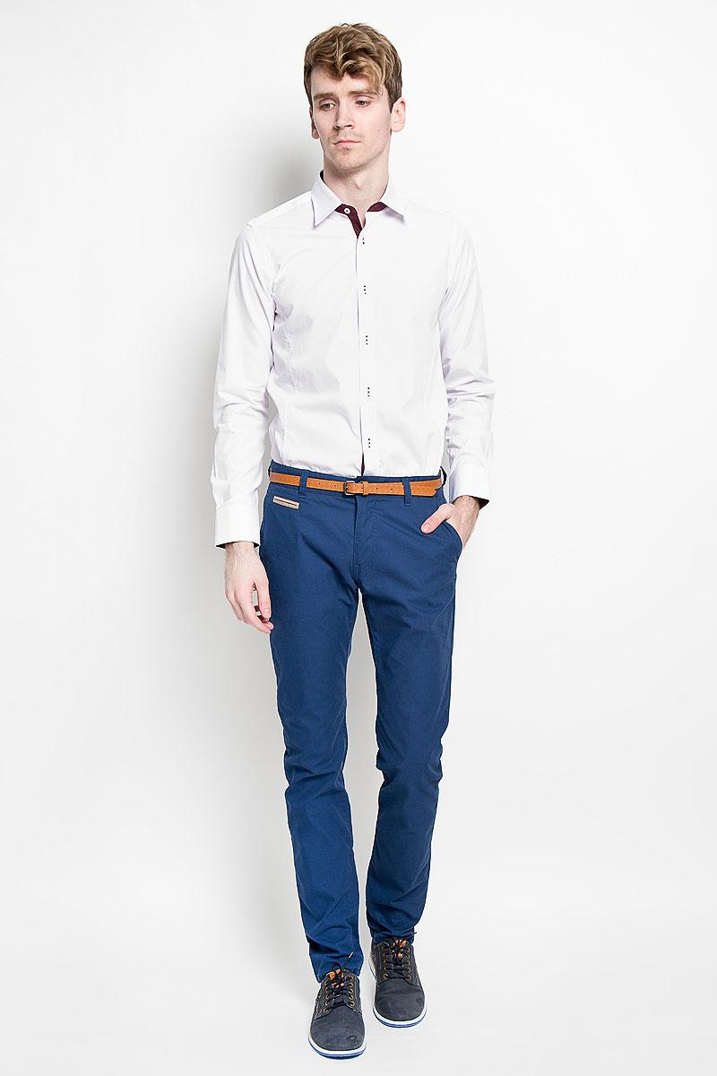 Рубашка мужская KarFlorens, цвет: белый, бордовый. SW 60_01. Размер 41/42 (50-52/176)SW 60_01Мужская рубашка KarFlorens, изготовленная из высококачественного хлопка с добавлением микрофибры, необычайно мягкая и приятная на ощупь, она не сковывает движения и позволяет коже дышать, обеспечивая комфорт.Модель с длинными рукавами и отложным воротником застегивается на пластиковые пуговицы, которые декорированы названием бренда. Манжеты со срезанными уголками и регулировкой ширины также застегиваются на пуговицы. Такая рубашка станет идеальным вариантом для повседневного гардероба. Она порадует настоящих ценителей комфорта и практичности!