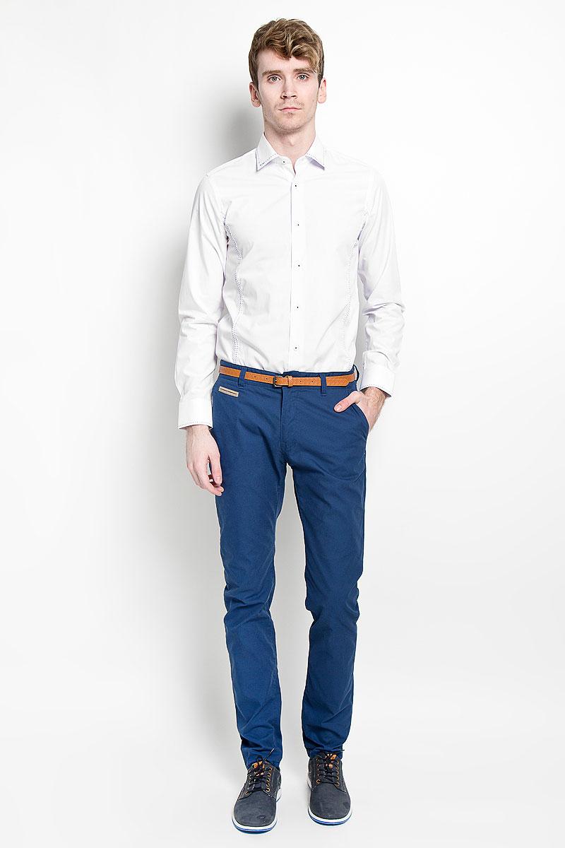 Рубашка мужская KarFlorens, цвет: белый. SW 47_01. Размер 43/44 (54/176)SW 47_01Мужская рубашка KarFlorens, изготовленная из высококачественного хлопка с добавлением микрофибры, необычайно мягкая и приятная на ощупь, она не сковывает движения и позволяет коже дышать, обеспечивая комфорт.Модель с длинными рукавами и отложным воротником застегивается на пластиковые пуговицы, которые декорированы названием бренда. Манжеты со срезанными уголками и регулировкой ширины также застегиваются на пуговицы. Воротник, манжеты и лицевая сторона изделия оформлены имитацией ручного стежка контрастного цвета.Такая рубашка станет идеальным вариантом для повседневного гардероба. Она порадует настоящих ценителей комфорта и практичности!