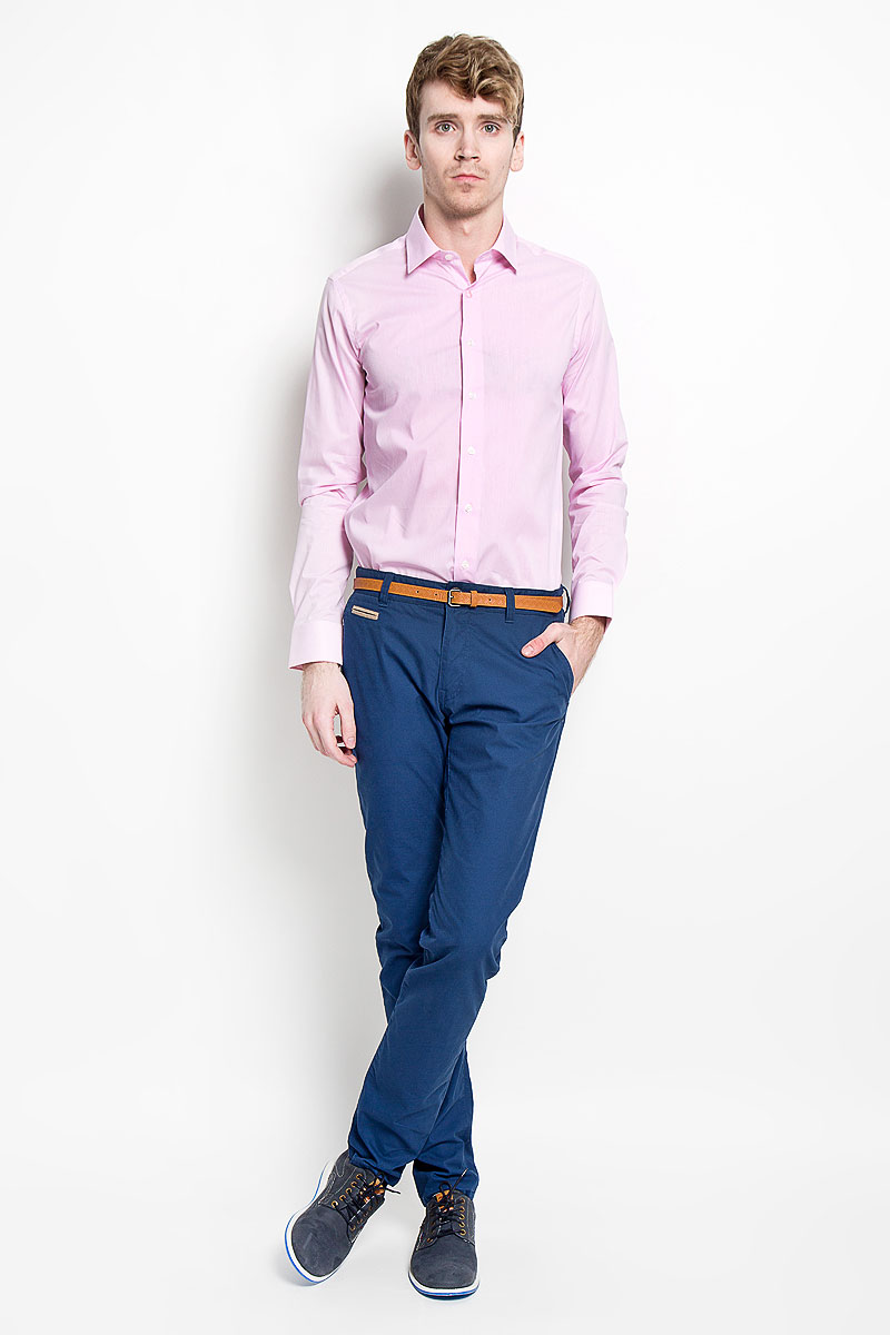 Рубашка мужская KarFlorens, цвет: розовый. SW 84_03. Размер 43/44 (54/176)SW 84_03Мужская рубашка KarFlorens, изготовленная из высококачественного хлопка с добавлением нейлона и лайкры, необычайно мягкая и приятная на ощупь, она не сковывает движения и позволяет коже дышать, обеспечивая комфорт.Рубашка с длинными рукавами и отложным воротником застегивается на пуговицы, которые оформлены тиснением с названием бренда. Манжеты со срезанными уголками и регулировкой ширины также застегиваются на пуговицы.Такая рубашка станет идеальным вариантом для повседневного гардероба. Она порадует настоящих ценителей комфорта и практичности!