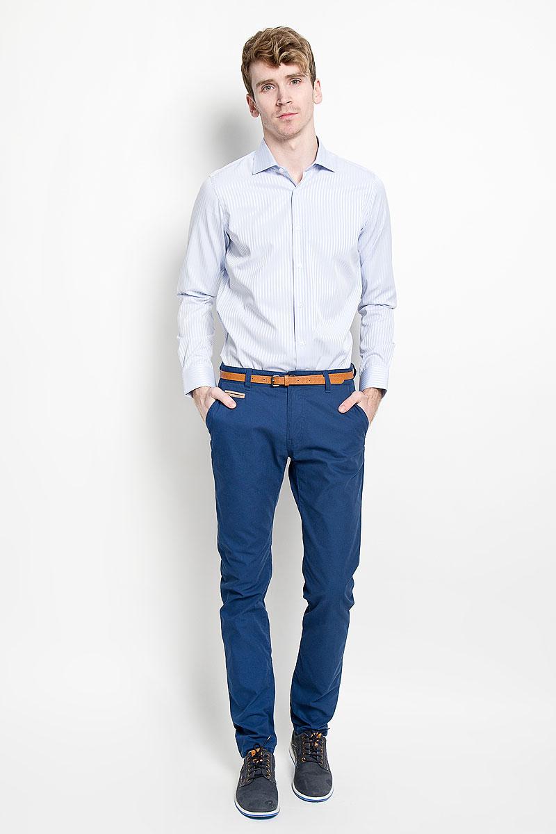 Рубашка мужская KarFlorens, цвет: белый, светло-голубой. SW 46_02. Размер 41/42 (50/52-182)SW 46_02Мужская рубашка KarFlorens изготовлена из высококачественного хлопка с добавлением микрофибры. Необычайно мягкая и приятная на ощупь, модель не сковывает движения и позволяет коже дышать, обеспечивая комфорт.Модель с длинными рукавами и отложным воротником застегивается напуговицы, оформленные тиснением с названием бренда. Закругленные манжеты с регулировкой ширины также застегиваются на пуговицы. На спинке изделие оформлено двумя защипами. Низ модели имеет округлую форму. Оформлено изделие принтом в полоску.Такая рубашка станет идеальным вариантом для повседневного гардероба. Онапорадует настоящих ценителей комфорта и практичности!