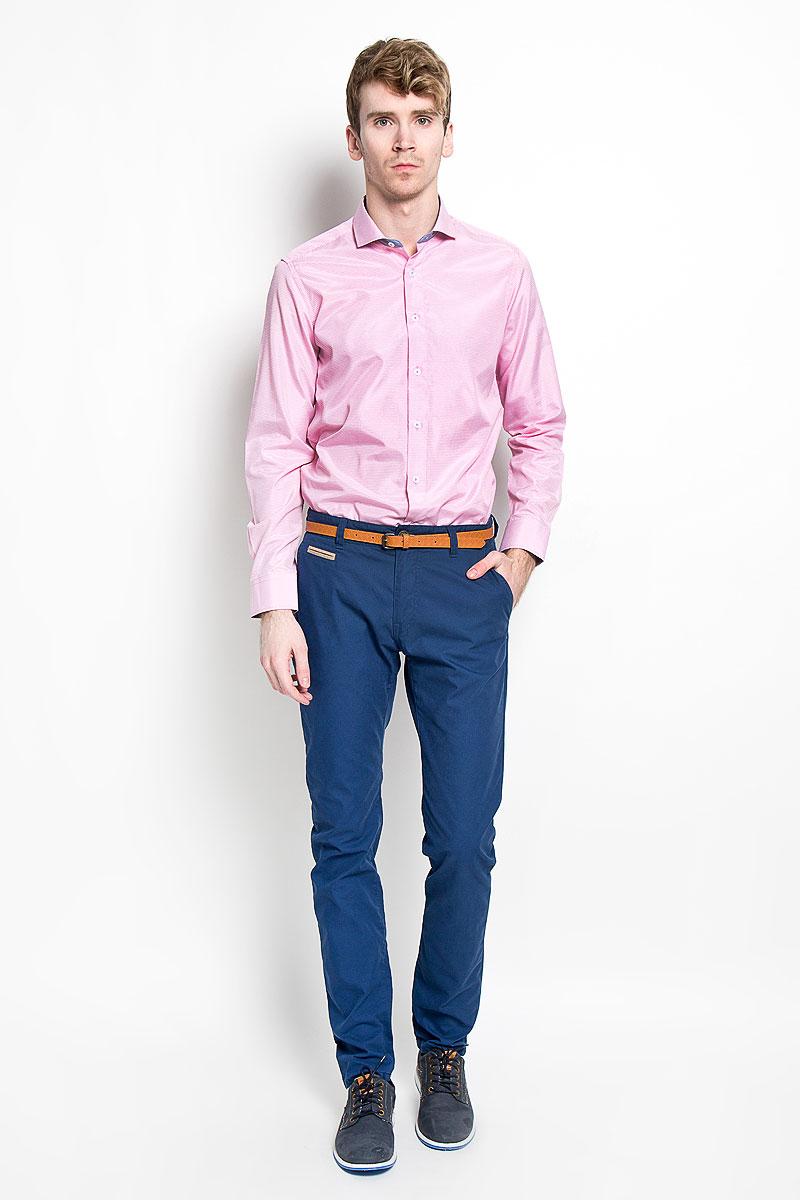 Рубашка мужская KarFlorens, цвет: розовый, белый. SW 51_05. Размер 41/42 (50-52/176)SW 51_05Мужская рубашка KarFlorens, изготовленная из высококачественного хлопка с добавлением микрофибры, необычайно мягкая и приятная на ощупь, она не сковывает движения и позволяет коже дышать, обеспечивая комфорт.Модель классического кроя с длинными рукавами и отложным воротником застегивается на пластиковые пуговицы, которые декорированы названием бренда. Манжеты со срезанными уголками и регулировкой ширины также застегиваются на пуговицы. Такая рубашка станет идеальным вариантом для повседневного гардероба. Она порадует настоящих ценителей комфорта и практичности!