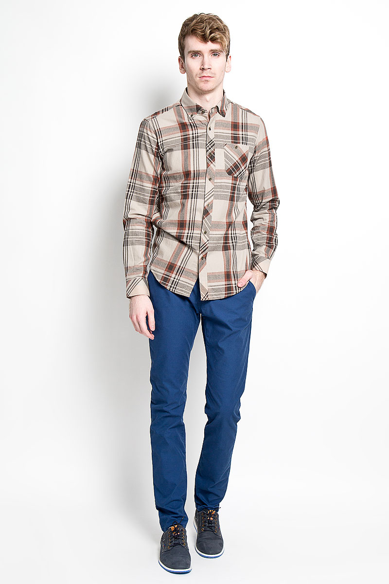 Рубашка мужская KarFlorens, цвет: коричневый, бежевый. SW 62-03. Размер 39/40 (48/182)SW 62-03Стильная мужская рубашка KarFlorens, изготовленная из высококачественного хлопка с добавлением микрофибры, необычайно мягкая и приятная на ощупь, не сковывает движения и позволяет коже дышать, обеспечивая наибольший комфорт.Модная рубашка с отложным воротником, длинными рукавами и полукруглым низом застегивается на металлические пуговицы. Пуговицы выполнены с тиснением логотипа бренда. Модель приталенного кроя оформлена принтом в клетку и на груди слева дополнена накладным карманом на пуговице. Рукава рубашки дополнены манжетами на пуговицах. Уголки воротника также фиксируются при помощи пуговиц. Эта рубашка идеальный вариант для повседневного гардероба.Такая модель порадует настоящих ценителей комфорта и практичности!