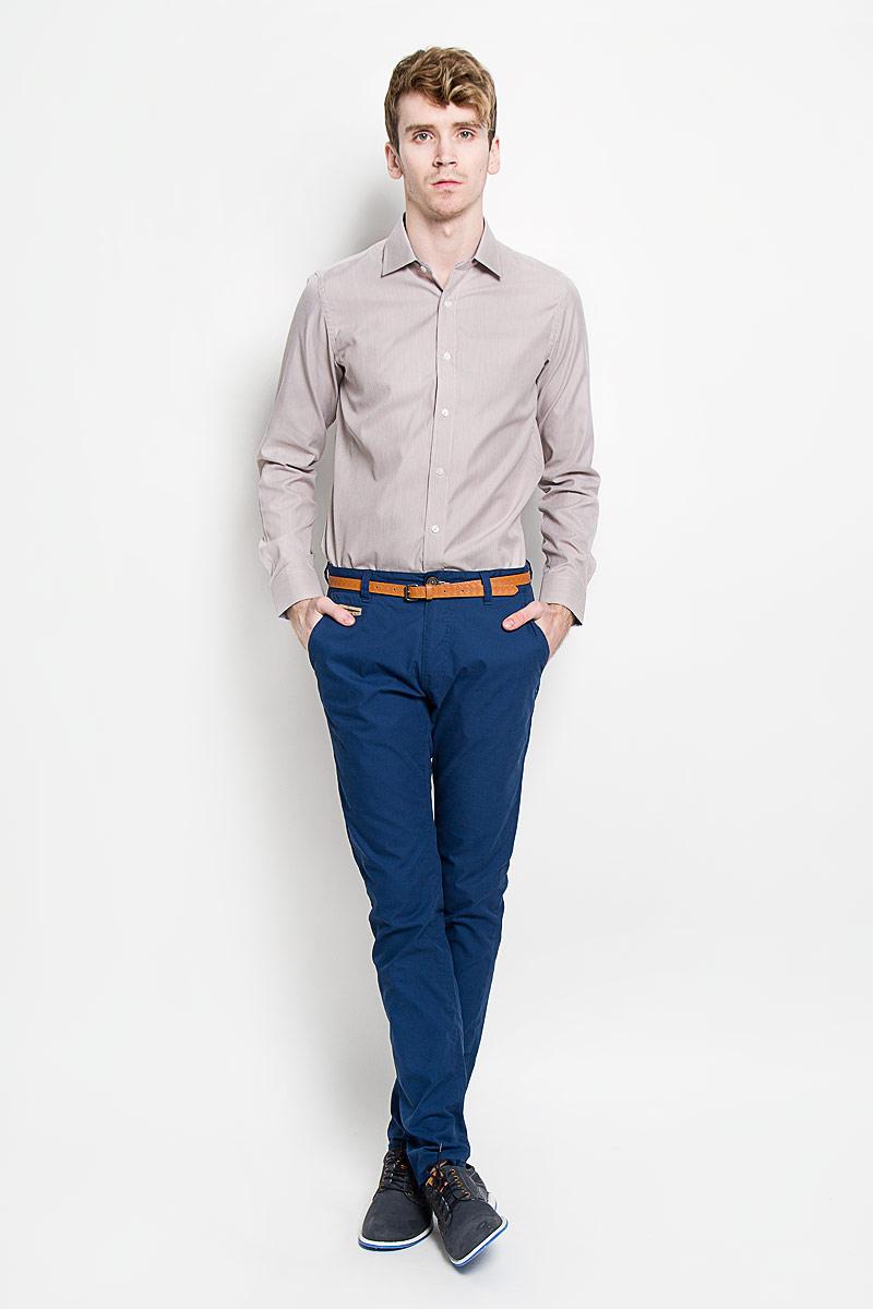 Рубашка мужская KarFlorens, цвет: светло-коричневый. SW 66-02. Размер 39/40 (48-182)SW 66-02Мужская рубашка KarFlorens, изготовленная из высококачественного хлопка с добавлением микрофибры, необычайно мягкая и приятная на ощупь, она не сковывает движения и позволяет коже дышать, обеспечивая комфорт.Модель с классическим отложным воротником, длинными рукавами и полукруглым низом, застегивается на пластиковые пуговицы. Манжеты со срезанными уголками, с застежкой на пуговицы. Ширину манжет можно варьировать благодаря дополнительной пуговице. Пуговицы декорированы логотипом KarFlorens, на правой манжете - вышивка-логотип. Модель оформлена стильным принтом в микрополоску. Внутренняя часть воротника и манжет выполнена из контрастного материала с оригинальным узором. Эта рубашка - идеальный вариант для повседневного гардероба. Такая модель порадует настоящих ценителей комфорта и практичности!