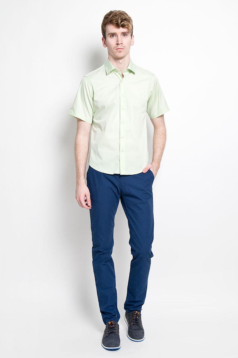 Рубашка мужская KarFlorens, цвет: светло-зеленый. SW 83_07. Размер 43/44 (54/176)SW 83_07Мужская рубашка KarFlorens, изготовленная из высококачественного хлопка с добавлением микрофибры, необычайно мягкая и приятная на ощупь, она не сковывает движения и позволяет коже дышать, обеспечивая комфорт.Модель приталенного кроя с короткими рукавами и отложным воротником застегивается на пластиковые пуговицы, которые декорированы названием бренда. Такая рубашка станет идеальным вариантом для повседневного гардероба. Она порадует настоящих ценителей комфорта и практичности!