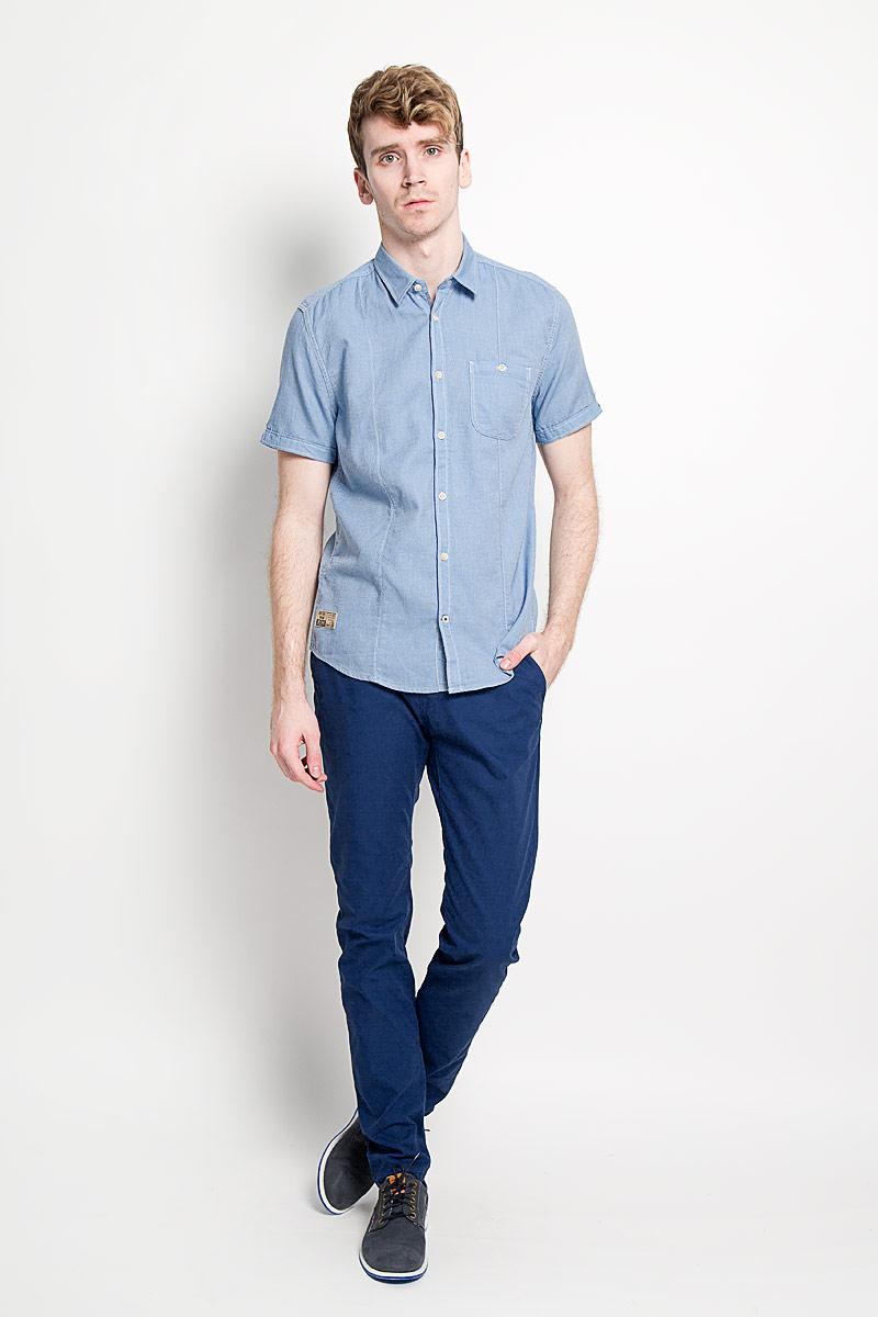 Рубашка мужская Tom Tailor, цвет: голубой. 2031661.01.10_6868. Размер M (48)2031661.01.10_6868Стильная мужская рубашка Tom Tailor, изготовленная из высококачественного хлопка, необычайно мягкая и приятная на ощупь, не сковывает движения и позволяет коже дышать, обеспечивая наибольший комфорт.Модная рубашка с отложным воротником, короткими рукавами и полукруглым низом застегивается на пластиковые пуговицы. Рукава отворачиваются и фиксируются с помощью пуговицы. На груди расположен накладной карман, застегивающийся на пуговицу. Модель оформлена контрастной строчкой и небольшой декоративной нашивкой. Эта рубашка идеально подойдет для повседневного гардероба.Такая модель порадует настоящих ценителей комфорта и практичности!