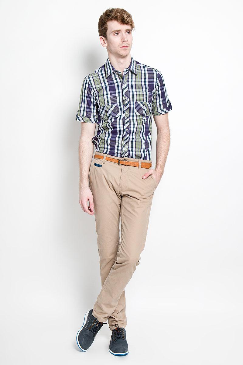 Рубашка мужская KarFlorens, цвет: фиолетовый, оливковый, белый, темно-синий. SW 86-05. Размер 39/40 (48/176)SW 86-05Мужская рубашка KarFlorens, изготовленная из высококачественного хлопка, необычайно мягкая и приятная на ощупь, она не сковывает движения и позволяет коже дышать, обеспечивая комфорт.Модель приталенного кроя, с отложным воротником, короткими рукавами и полукруглым низом застегивается на металлические пуговицы. Пуговицы декорированы логотипом KarFlorens, а также на спинке расположена фирменная вышивка. Модель оформлена стильным принтом в клетку. Рукава изделия дополнены патами на пуговицах. На груди предусмотрены нашивные карманы с клапанами.Эта рубашка - идеальный вариант для повседневного гардероба. Такая модель порадует настоящих ценителей комфорта и практичности!