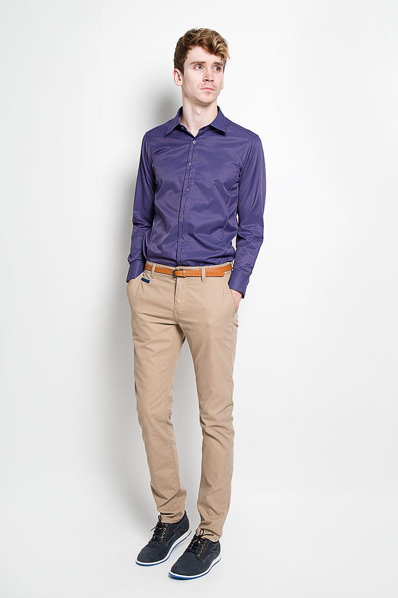 Рубашка мужская KarFlorens, цвет: фиолетовый. SW 68-04. Размер 41/42 (50-52/176)SW 68-04Стильная мужская рубашка KarFlorens, изготовленная из высококачественного хлопка с добавлением микрофибры, необычайно мягкая и приятная на ощупь, не сковывает движения и позволяет коже дышать, обеспечивая наибольший комфорт.Модная рубашка приталенного кроя с отложным воротником, длинными рукавами и полукруглым низом застегивается на пластиковые пуговицы. Пуговицы декорированы логотипом бренда. Фигурные вытачки приталивают модель. Рукава дополнены манжетами с застежкой на две пуговицы. Вытачки, манжеты рукавов и плечи декорированы контрастным кантом. Эта рубашка станет идеальным вариантом для мужского гардероба.Такая модель порадует настоящих ценителей комфорта и практичности!
