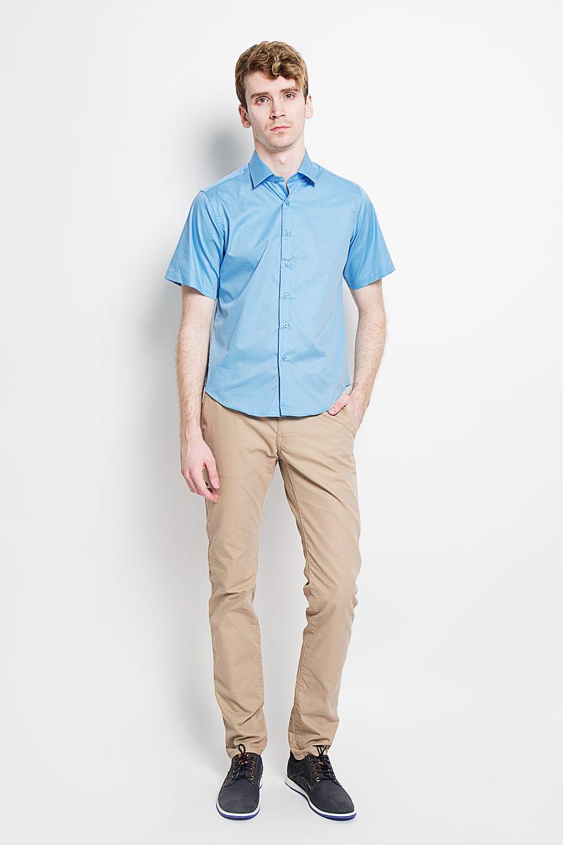 Рубашка мужская KarFlorens, цвет: небесный. SW 83_02. Размер 41/42 (48/170)SW 83_02Мужская рубашка KarFlorens, изготовленная из высококачественного хлопка с добавлением микрофибры, необычайно мягкая и приятная на ощупь, она не сковывает движения и позволяет коже дышать, обеспечивая комфорт.Модель приталенного кроя с короткими рукавами и отложным воротником застегивается на пластиковые пуговицы, которые декорированы названием бренда. Такая рубашка станет идеальным вариантом для повседневного гардероба. Она порадует настоящих ценителей комфорта и практичности!