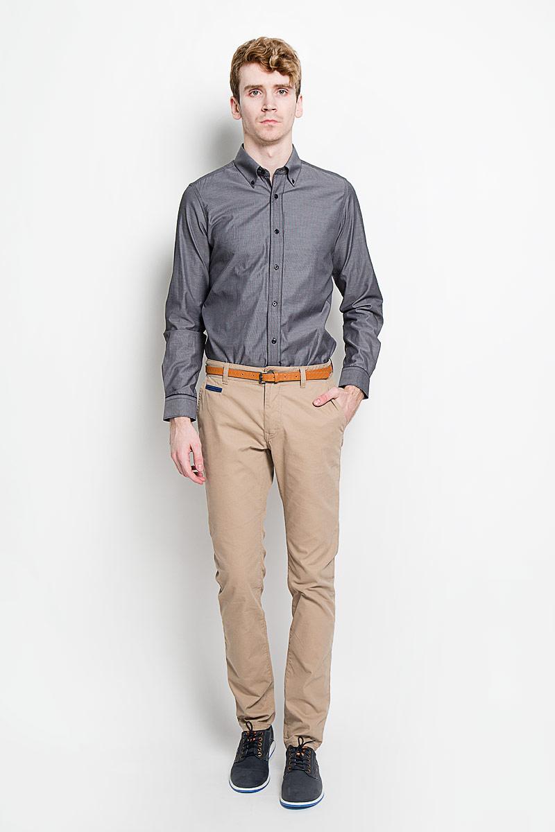 Рубашка мужская KarFlorens, цвет: темно-серый. SW 53-02. Размер 41/42 (50-52/176)SW 53-02Мужская рубашка KarFlorens, изготовленная из высококачественного хлопка с добавлением микрофибры, необычайно мягкая и приятная на ощупь, она не сковывает движения и позволяет коже дышать, обеспечивая комфорт.Модель приталенного силуэта, с планкой, с классическим отложным воротником на пуговицах, длинными рукавами и полукруглым низом. Рубашка застегивается на пластиковые пуговицы. Манжеты со срезанными уголками, с застежкой на пуговицы. Ширину манжет можно варьировать, благодаря дополнительной пуговице. Пуговицы декорированы логотипом KarFlorens, на правой манжете - вышивка-логотип. Модель оформлена стильным принтом в микрополоску. Эта рубашка - идеальный вариант для повседневного гардероба. Такая модель порадует настоящих ценителей комфорта и практичности!