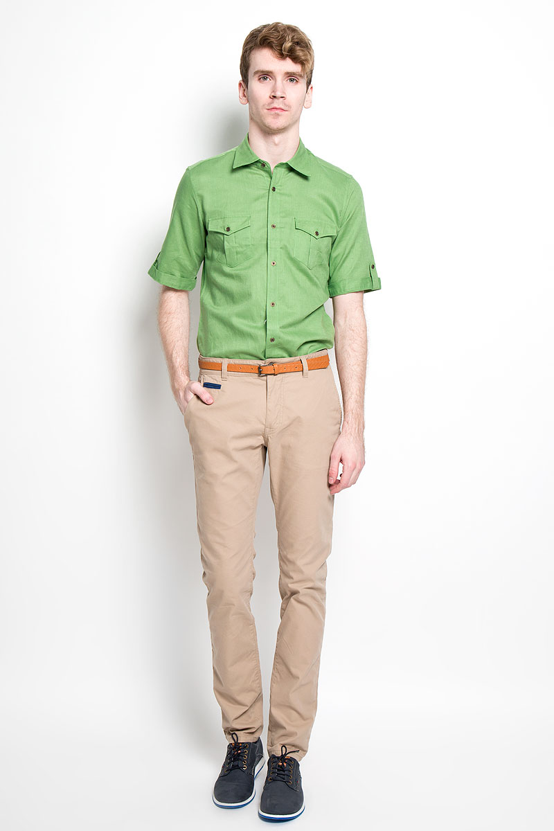 Рубашка мужская KarFlorens, цвет: зеленый. SW 80_04. Размер 43/44 (54/182)SW 80_04Мужская рубашка KarFlorens, изготовленная из хлопка и льна, необычайно мягкая и приятная на ощупь, она не сковывает движения и позволяет коже дышать, обеспечивая комфорт.Модель приталенного кроя с короткими рукавами и отложным воротником застегивается на металлические пуговицы, которые декорированы названием бренда. Рукава дополнены отворотами с хлястиками на пуговицах. На груди предусмотрены два накладных кармана с клапанами, которые также застегиваются на пуговицы. Низ изделия имеет округлую форму.Такая рубашка станет идеальным вариантом для повседневного гардероба. Она порадует настоящих ценителей комфорта и практичности!