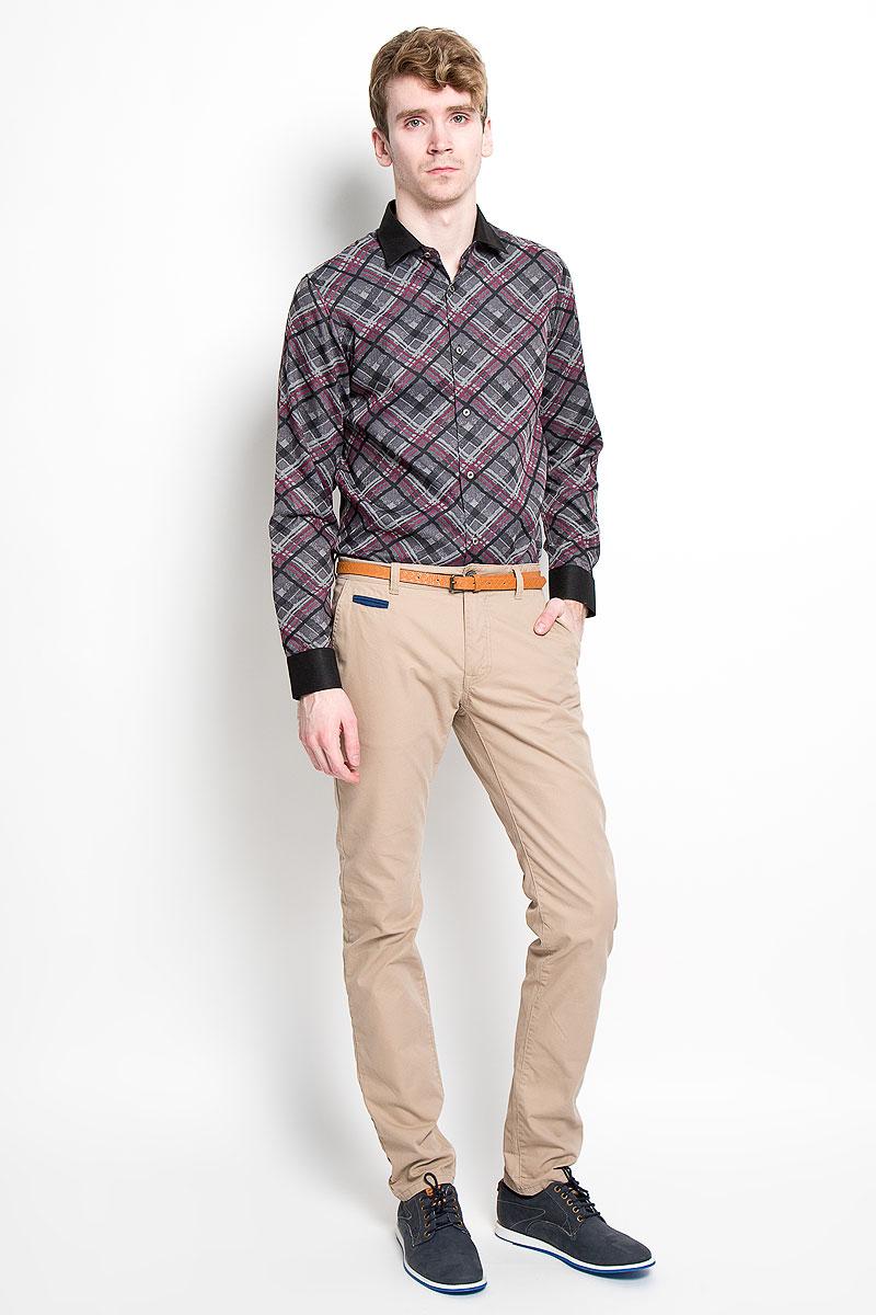 Рубашка мужская KarFlorens, цвет: серый, фиолетовый, черный. SW 63-04. Размер 39/40 (48/176)SW 63-04Мужская рубашка KarFlorens, изготовленная из высококачественного хлопка с добавлением микрофибры, необычайно мягкая и приятная на ощупь, она не сковывает движения и позволяет коже дышать, обеспечивая комфорт.Модель с длинными рукавами и отложным воротником застегивается на металлические пуговицы, которые декорированы названием бренда. Манжеты со срезанными уголками и регулировкой ширины также застегиваются на пуговицы. Такая рубашка станет идеальным вариантом для повседневного гардероба. Она порадует настоящих ценителей комфорта и практичности!