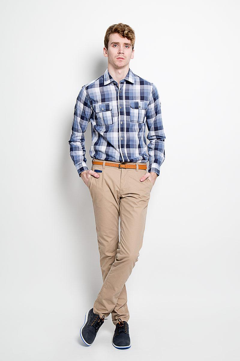 Рубашка мужская KarFlorens, цвет: темно-синий, белый. SW 77-05. Размер 43/44 (54/176)SW 77-05Мужская рубашка KarFlorens, изготовленная из высококачественного хлопка и льна, необычайно мягкая и приятная на ощупь, она не сковывает движения и позволяет коже дышать, обеспечивая комфорт.Модель приталенного силуэта, с классическим отложным воротником, длинными рукавами и полукруглым низом, застегивается на металлические пуговицы. Манжеты закругленной формы, с застежкой на пуговицы. Ширину манжет можно варьировать, благодаря дополнительной пуговице. Пуговицы декорированы логотипом KarFlorens, на правой манжете - вышивка-логотип. Модель оформлена стильным принтом в клетку. На груди расположено два накладных кармана с клапаном на пуговице. Эта рубашка - идеальный вариант для повседневного гардероба. Такая модель порадует настоящих ценителей комфорта и практичности!