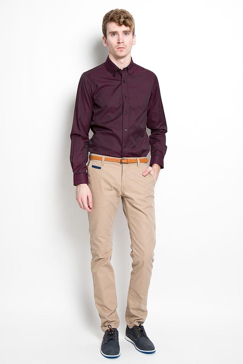 Рубашка мужская KarFlorens, цвет: бордовый. SW 53-01. Размер 39/40 (48/182)SW 53-01Мужская рубашка KarFlorens, изготовленная из высококачественного хлопка с добавлением микрофибры, необычайно мягкая и приятная на ощупь, она не сковывает движения и позволяет коже дышать, обеспечивая комфорт.Модель приталенного силуэта, с планкой, с классическим отложным воротником на пуговицах, длинными рукавами и полукруглым низом. Рубашка застегивается на пластиковые пуговицы. Манжеты со срезанными уголками, с застежкой на пуговицы. Ширину манжет можно варьировать, благодаря дополнительной пуговице. Пуговицы декорированы логотипом KarFlorens, на правой манжете - вышивка-логотип. Модель оформлена стильным принтом в микрополоску. Эта рубашка - идеальный вариант для повседневного гардероба. Такая модель порадует настоящих ценителей комфорта и практичности!