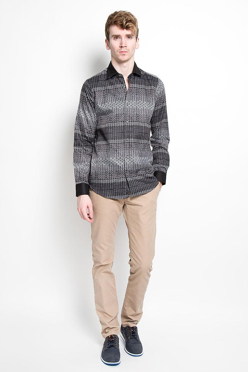 Рубашка мужская KarFlorens, цвет: серый, черный. SW 63-02. Размер 41/42 (50-52/176)SW 63-02Мужская рубашка KarFlorens, изготовленная из высококачественного хлопка с добавлением микрофибры, необычайно мягкая и приятная на ощупь, она не сковывает движения и позволяет коже дышать, обеспечивая комфорт.Модель с длинными рукавами и отложным воротником застегивается на металлические пуговицы, которые декорированы названием бренда. Манжеты со срезанными уголками и регулировкой ширины также застегиваются на пуговицы. Такая рубашка станет идеальным вариантом для повседневного гардероба. Она порадует настоящих ценителей комфорта и практичности!