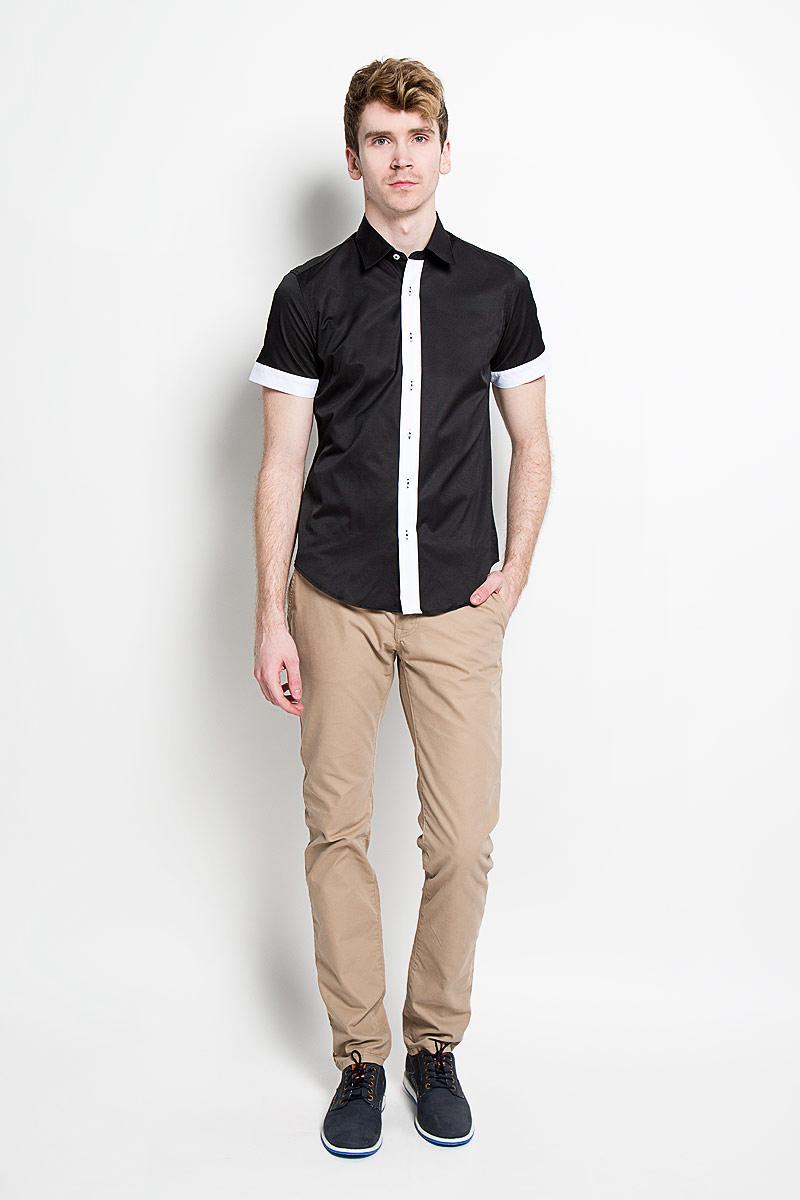 Рубашка мужская KarFlorens, цвет: черный, белый. SW 69_01. Размер 41/42 (50-52/182)SW 69_01Мужская рубашка KarFlorens, изготовленная из высококачественного хлопка с добавлением микрофибры, необычайно мягкая и приятная на ощупь, она не сковывает движения и позволяет коже дышать, обеспечивая комфорт.Модель с короткими рукавами и отложным воротником застегивается на пластиковые пуговицы, которые декорированы названием бренда. Планка и края рукавов - контрастного цвета.Такая рубашка станет идеальным вариантом для повседневного гардероба. Она порадует настоящих ценителей комфорта и практичности!