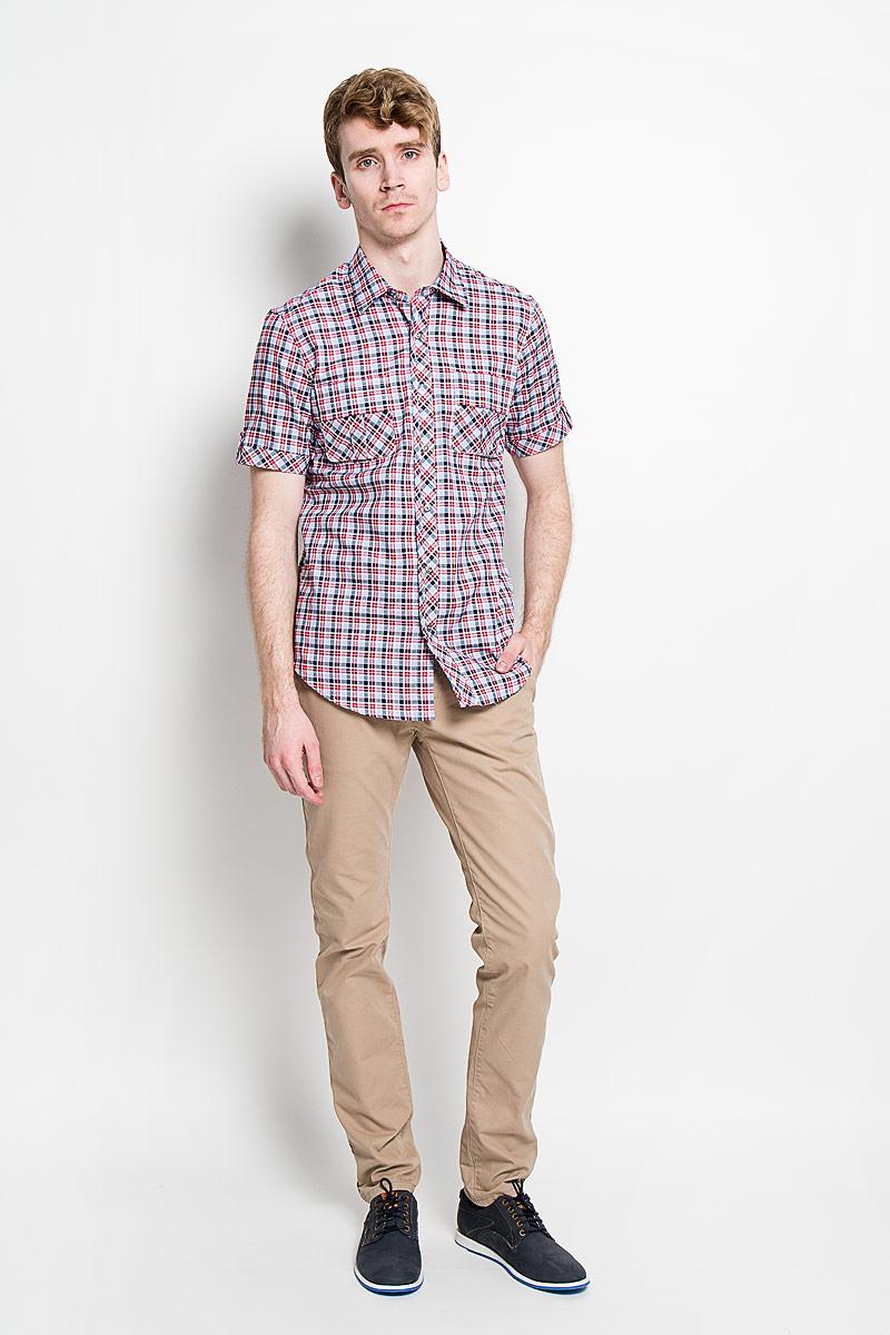 Рубашка мужская KarFlorens, цвет: красный, голубой, белый. SW 86-01. Размер 39/40 (48/176)SW 86-01Мужская рубашка KarFlorens, изготовленная из высококачественного хлопка, необычайно мягкая и приятная на ощупь, она не сковывает движения и позволяет коже дышать, обеспечивая комфорт.Модель приталенного кроя, с отложным воротником, короткими рукавами и полукруглым низом застегивается на металлические пуговицы. Пуговицы декорированы логотипом KarFlorens, а также на спинке расположена фирменная вышивка. Модель оформлена стильным принтом в клетку. Рукава изделия дополнены патами на пуговицах. На груди предусмотрены нашивные карманы с клапанами.Эта рубашка - идеальный вариант для повседневного гардероба. Такая модель порадует настоящих ценителей комфорта и практичности!