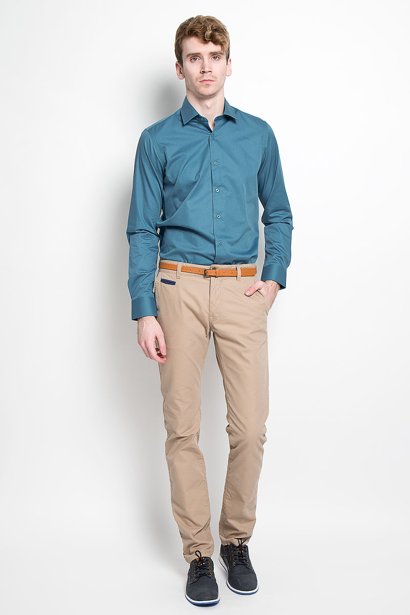 Рубашка мужская KarFlorens, цвет: темно-бирюзовый. SW 81_03. Размер 39/40 (48/182)SW 81_03Мужская рубашка KarFlorens, изготовленная из высококачественного хлопка с добавлением микрофибры, необычайно мягкая и приятная на ощупь, она не сковывает движения и позволяет коже дышать, обеспечивая комфорт.Модель классического кроя с длинными рукавами и отложным воротником застегивается на пластиковые пуговицы, которые декорированы названием бренда. Манжеты со срезанными уголками и регулировкой ширины также застегиваются на пуговицы. Такая рубашка станет идеальным вариантом для повседневного гардероба. Она порадует настоящих ценителей комфорта и практичности!