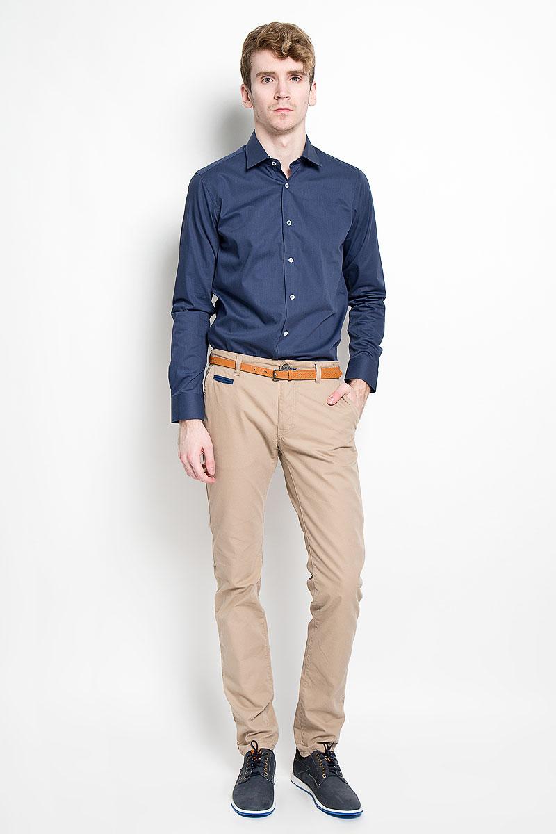 Рубашка мужская KarFlorens, цвет: темно-синий. SW 49-05. Размер 43/44 (54/176)SW 49-05Стильная мужская рубашка KarFlorens, изготовленная из высококачественного хлопка с добавлением микрофибры, необычайно мягкая и приятная на ощупь, не сковывает движения и позволяет коже дышать, обеспечивая наибольший комфорт.Модная рубашка с отложным воротником, длинными рукавами и полукруглым низом застегивается на пластиковые пуговицы. Пуговицы декорированы логотипом бренда. Манжеты рукавов с застежкой на пуговицы имеют срезанные уголки и регулируются по ширине. На правом манжете - вышивка с логотипом бренда. Эта рубашка станет идеальным вариантом для мужского гардероба, она прекрасно сочетается и с брюками, и с джинсами.Такая модель порадует настоящих ценителей комфорта и практичности!