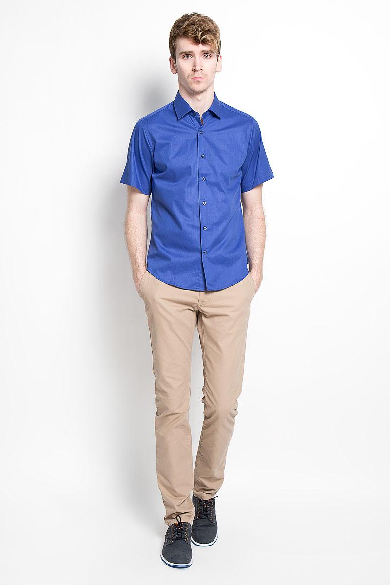 Рубашка мужская KarFlorens, цвет: ярко-синий. SW 83_06. Размер 43/44 (54/182)SW 83_06Мужская рубашка KarFlorens, изготовленная из высококачественного хлопка с добавлением микрофибры, необычайно мягкая и приятная на ощупь, она не сковывает движения и позволяет коже дышать, обеспечивая комфорт.Модель приталенного кроя с короткими рукавами и отложным воротником застегивается на пластиковые пуговицы, которые декорированы названием бренда. Такая рубашка станет идеальным вариантом для повседневного гардероба. Она порадует настоящих ценителей комфорта и практичности!