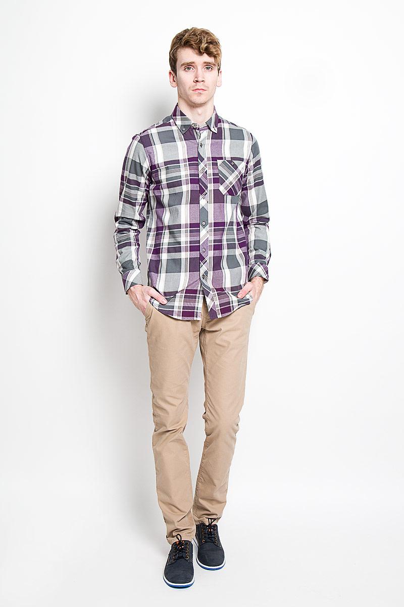 Рубашка мужская KarFlorens, цвет: серый, фиолетовый, белый. SW 62-04. Размер 41/42 (50-52/182)SW 62-04Стильная мужская рубашка KarFlorens, изготовленная из высококачественного хлопка с добавлением микрофибры, необычайно мягкая и приятная на ощупь, не сковывает движения и позволяет коже дышать, обеспечивая наибольший комфорт.Модная рубашка с отложным воротником, длинными рукавами и полукруглым низом застегивается на металлические пуговицы. Пуговицы выполнены с тиснением логотипа бренда. Модель приталенного кроя оформлена принтом в клетку и на груди слева дополнена накладным карманом на пуговице. Рукава рубашки дополнены манжетами на пуговицах. Уголки воротника также фиксируются при помощи пуговиц. Эта рубашка идеальный вариант для повседневного гардероба.Такая модель порадует настоящих ценителей комфорта и практичности!