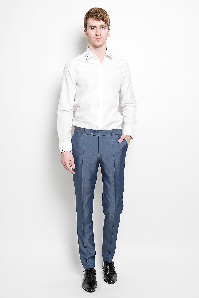 Рубашка мужская KarFlorens, цвет: белый. SW 52-01. Размер 43/44 (54/182)SW 52-01Стильная мужская рубашка KarFlorens, изготовленная из высококачественного хлопка с добавлением микрофибры, необычайно мягкая и приятная на ощупь, не сковывает движения и позволяет коже дышать, обеспечивая наибольший комфорт.Модная рубашка с отложным воротником, длинными рукавами и полукруглым низом застегивается на пластиковые пуговицы. Изделие имеет потайную планку с пуговицами. Пуговицы декорированы логотипом бренда. Рукава дополнены манжетами на пуговицах. Воротник и манжеты оформлены оригинальным орнаментом пунктир. На правой манжете - вышивка с логотипом бренда. Сзади рубашка украшена неширокой складкой-планкой вдоль всей спины. Эта рубашка станет идеальным вариантом для мужского гардероба.Такая модель порадует настоящих ценителей комфорта и практичности!