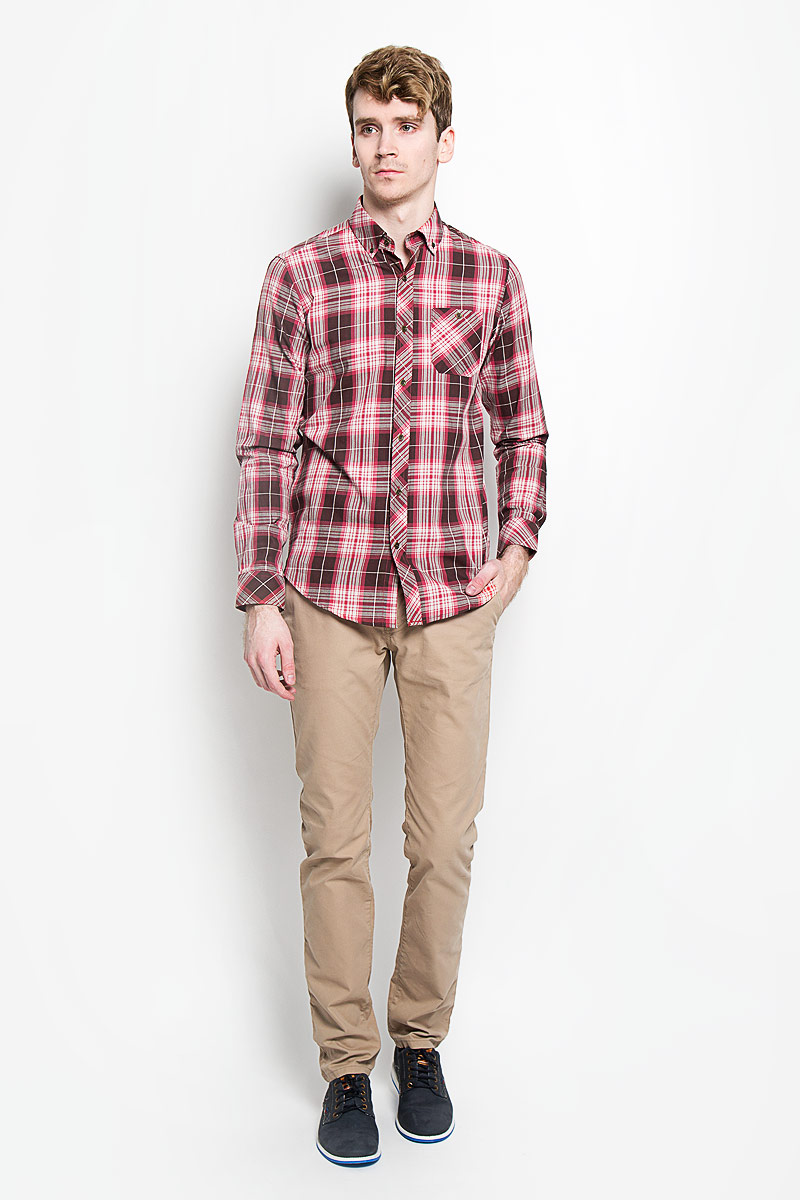 Рубашка мужская KarFlorens, цвет: коричневый, красный, белый SW 62-02. Размер 43/44 (54/182)SW 62-02Стильная мужская рубашка KarFlorens, изготовленная из высококачественного хлопка с добавлением микрофибры, необычайно мягкая и приятная на ощупь, не сковывает движения и позволяет коже дышать, обеспечивая наибольший комфорт.Модная рубашка с отложным воротником, длинными рукавами и полукруглым низом застегивается на металлические пуговицы. Пуговицы выполнены с тиснением логотипа бренда. Модель приталенного кроя оформлена принтом в клетку и на груди слева дополнена накладным карманом на пуговице. Рукава рубашки дополнены манжетами на пуговицах. Уголки воротника также фиксируются при помощи пуговиц. Эта рубашка идеальный вариант для повседневного гардероба.Такая модель порадует настоящих ценителей комфорта и практичности!
