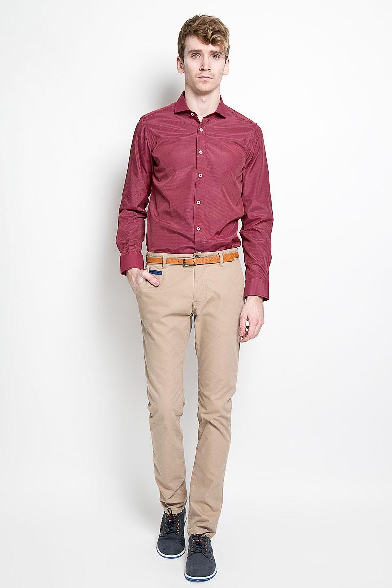 Рубашка мужская KarFlorens, цвет: красный, черный. SW 51_02. Размер 41/42 (50-52/182)SW 51_02Мужская рубашка KarFlorens, изготовленная из высококачественного хлопка с добавлением микрофибры, необычайно мягкая и приятная на ощупь, она не сковывает движения и позволяет коже дышать, обеспечивая комфорт.Модель классического кроя с длинными рукавами и отложным воротником застегивается на пластиковые пуговицы, которые декорированы названием бренда. Манжеты со срезанными уголками и регулировкой ширины также застегиваются на пуговицы. Такая рубашка станет идеальным вариантом для повседневного гардероба. Она порадует настоящих ценителей комфорта и практичности!