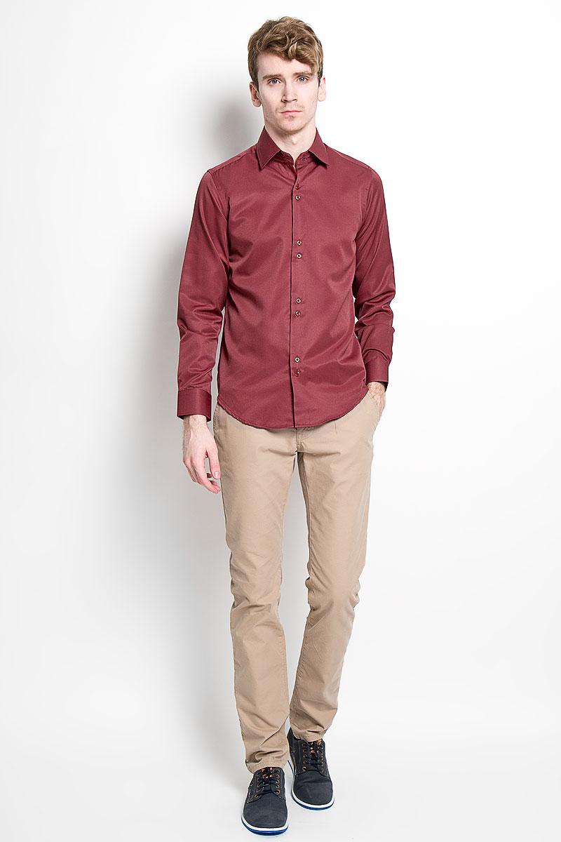 Рубашка мужская KarFlorens, цвет: бордовый. SW 50-02. Размер 39/40 (48/176)SW 50-02Стильная мужская рубашка KarFlorens, изготовленная из высококачественного хлопка с добавлением микрофибры, необычайно мягкая и приятная на ощупь, не сковывает движения и позволяет коже дышать, обеспечивая наибольший комфорт.Модная рубашка с отложным воротником, длинными рукавами и полукруглым низом застегивается на пластиковые пуговицы. Пуговицы декорированы логотипом бренда. Манжеты рукавов с застежкой на пуговицы имеют срезанные уголки и регулируются по ширине. На правом манжете - вышивка с логотипом бренда. Воротник и манжеты декорированы прострочкой мультиколорной нитью. Эта рубашка станет идеальным вариантом для мужского гардероба.Такая модель порадует настоящих ценителей комфорта и практичности!