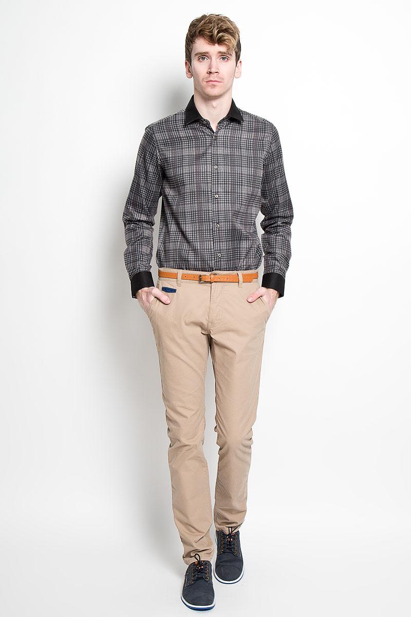 Рубашка мужская KarFlorens, цвет: серый, черный. SW 63-01. Размер 37/38 (44-46/176)SW 63-01Мужская рубашка KarFlorens, изготовленная из высококачественного хлопка с добавлением микрофибры, необычайно мягкая и приятная на ощупь, она не сковывает движения и позволяет коже дышать, обеспечивая комфорт.Модель с длинными рукавами и отложным воротником застегивается на металлические пуговицы, которые декорированы названием бренда. Манжеты со срезанными уголками и регулировкой ширины также застегиваются на пуговицы. Такая рубашка станет идеальным вариантом для повседневного гардероба. Она порадует настоящих ценителей комфорта и практичности!