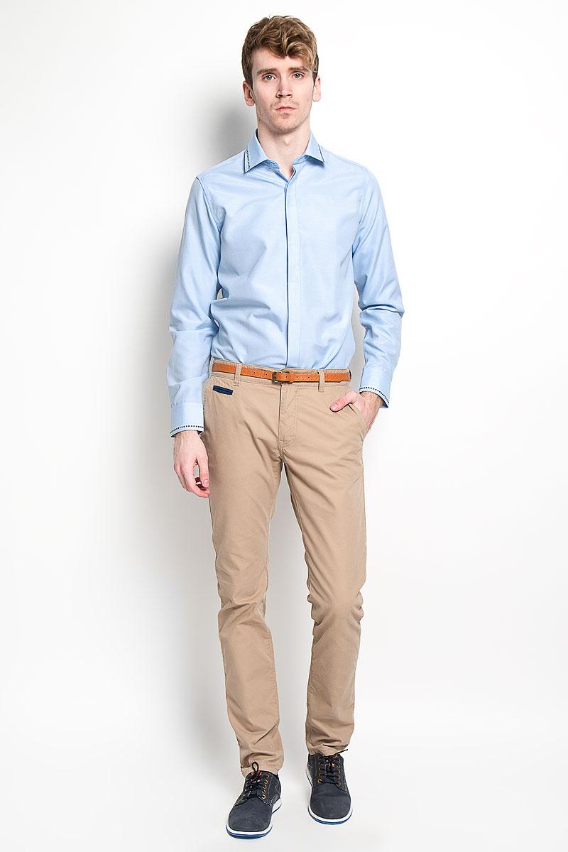 Рубашка мужская KarFlorens, цвет: голубой. SW 52-03. Размер 41/42 (50-52/182)SW 52-03Стильная мужская рубашка KarFlorens, изготовленная из высококачественного хлопка с добавлением микрофибры, необычайно мягкая и приятная на ощупь, не сковывает движения и позволяет коже дышать, обеспечивая наибольший комфорт.Модная рубашка с отложным воротником, длинными рукавами и полукруглым низом застегивается на пластиковые пуговицы. Изделие имеет потайную планку с пуговицами. Пуговицы декорированы логотипом бренда. Рукава дополнены манжетами на пуговицах. Воротник и манжеты оформлены оригинальным орнаментом пунктир. На правой манжете - вышивка с логотипом бренда. Сзади рубашка украшена неширокой складкой-планкой вдоль всей спины. Эта рубашка станет идеальным вариантом для мужского гардероба.Такая модель порадует настоящих ценителей комфорта и практичности!